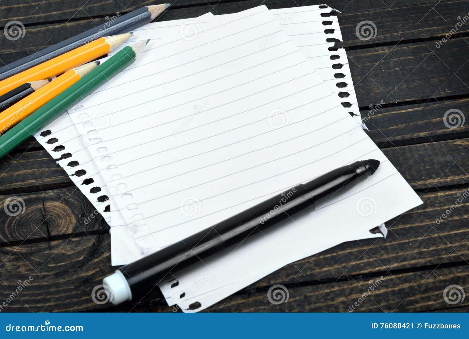 Papier vide sur la table