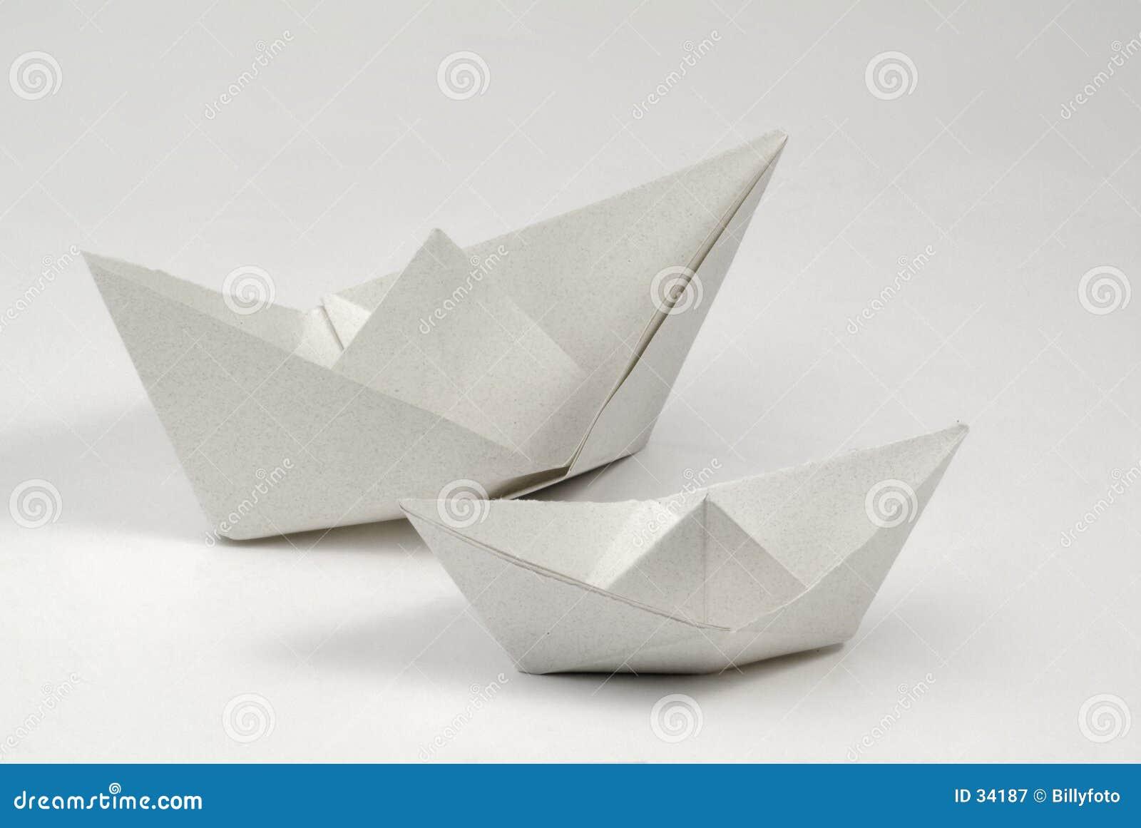 Download Papierboote stockbild. Bild von papier, lernen, spiel, meer - 34187