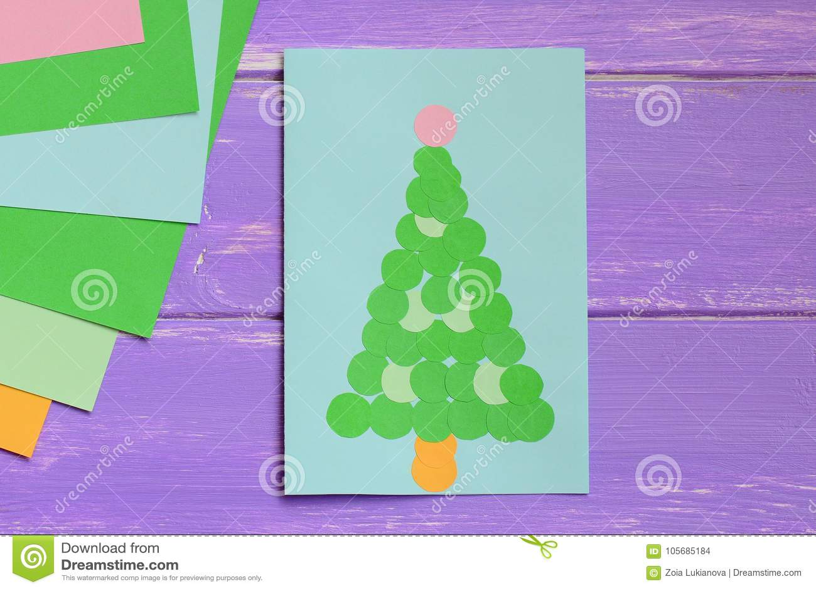 Papiergrußkarte Mit Grünem Weihnachtsbaum, Farbiges Papier Bedeckt ...
