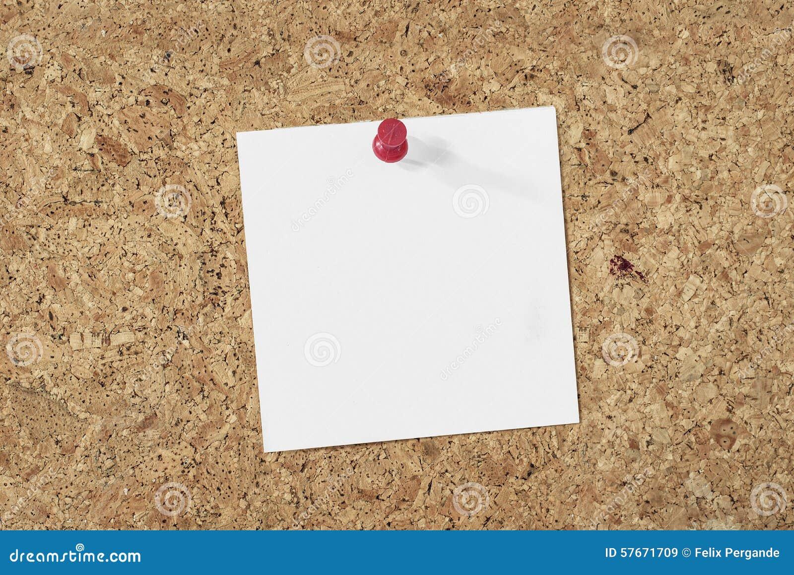 Papierowa notatka na korkowym tle