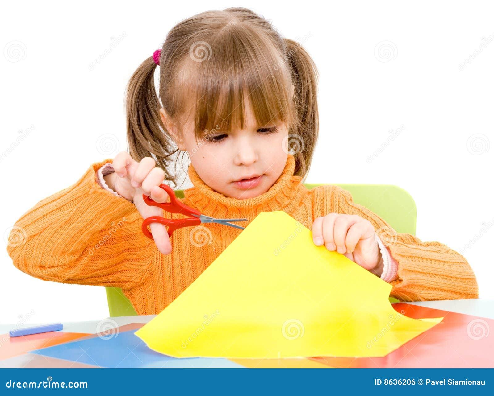 Papierowi dziewczyna nożyce
