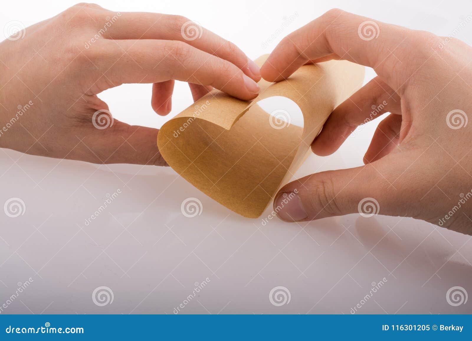 Papierowy tworzący kierowego kształt