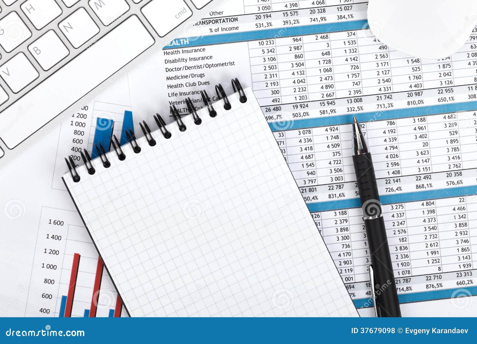 papiers ordinateur et fournitures de bureau financiers photo stock image 37679098