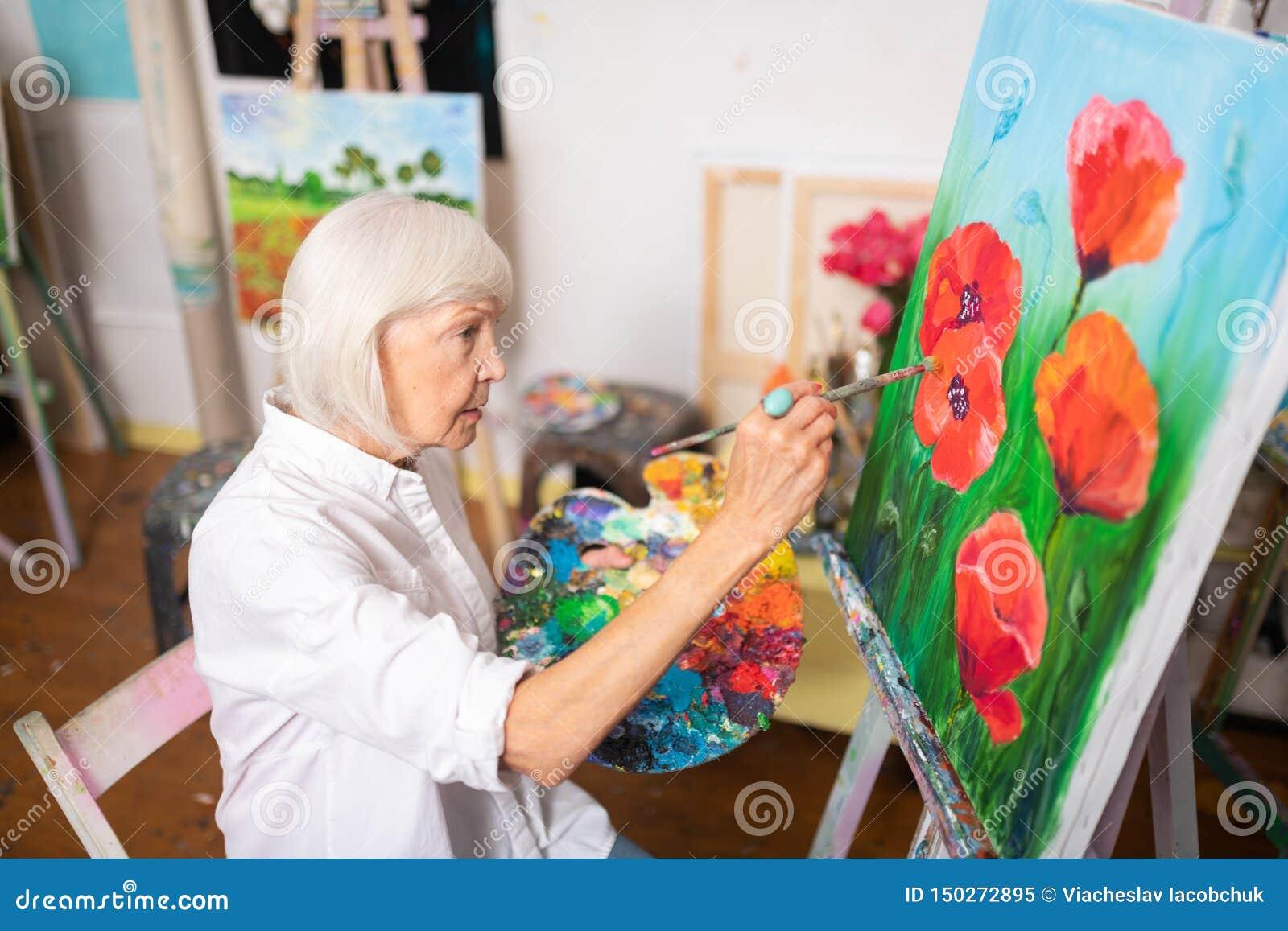 Papoilas vermelhas da pintura Louro-de cabelo da mulher na lona