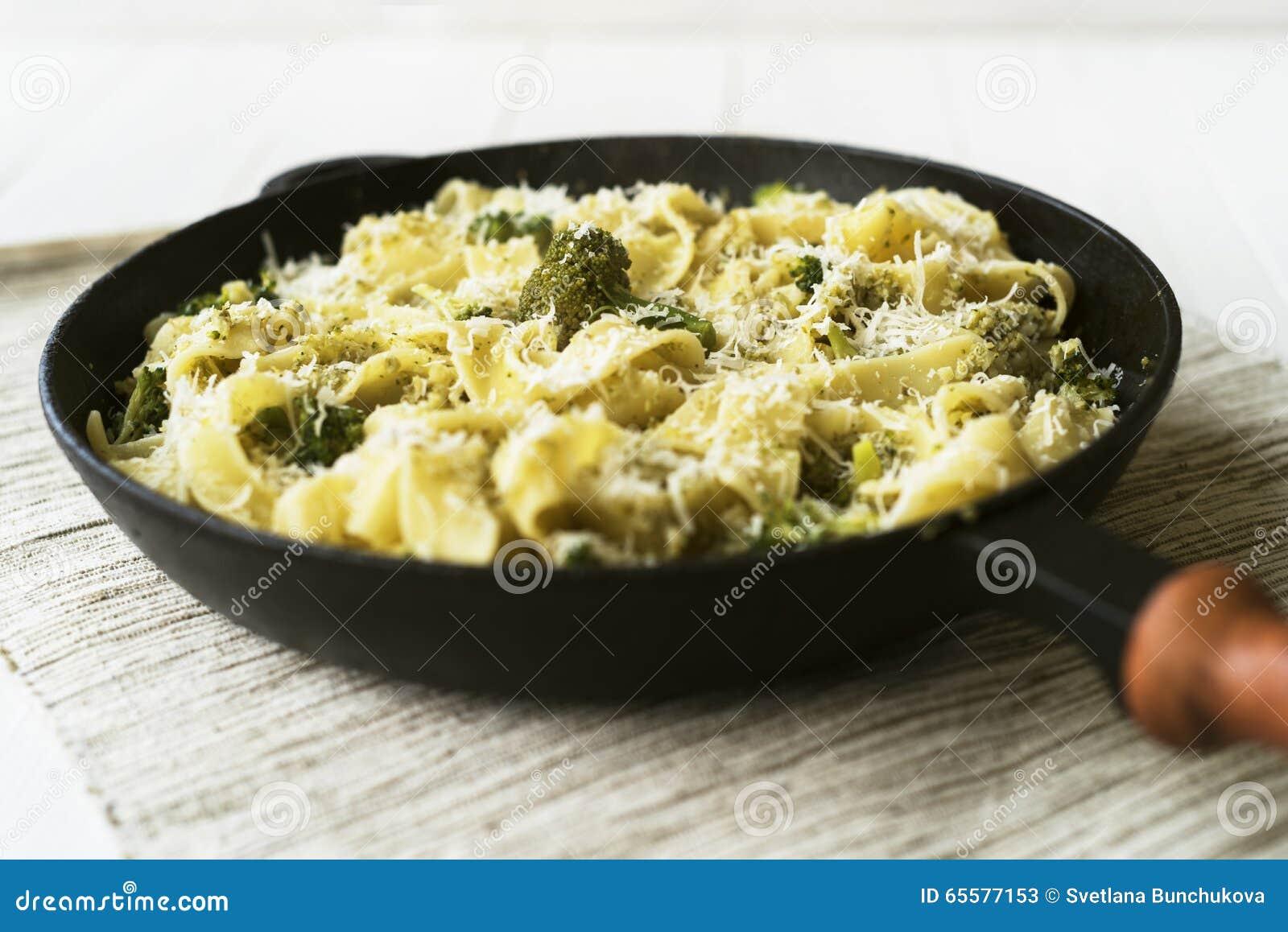 Pappardelle com brócolis