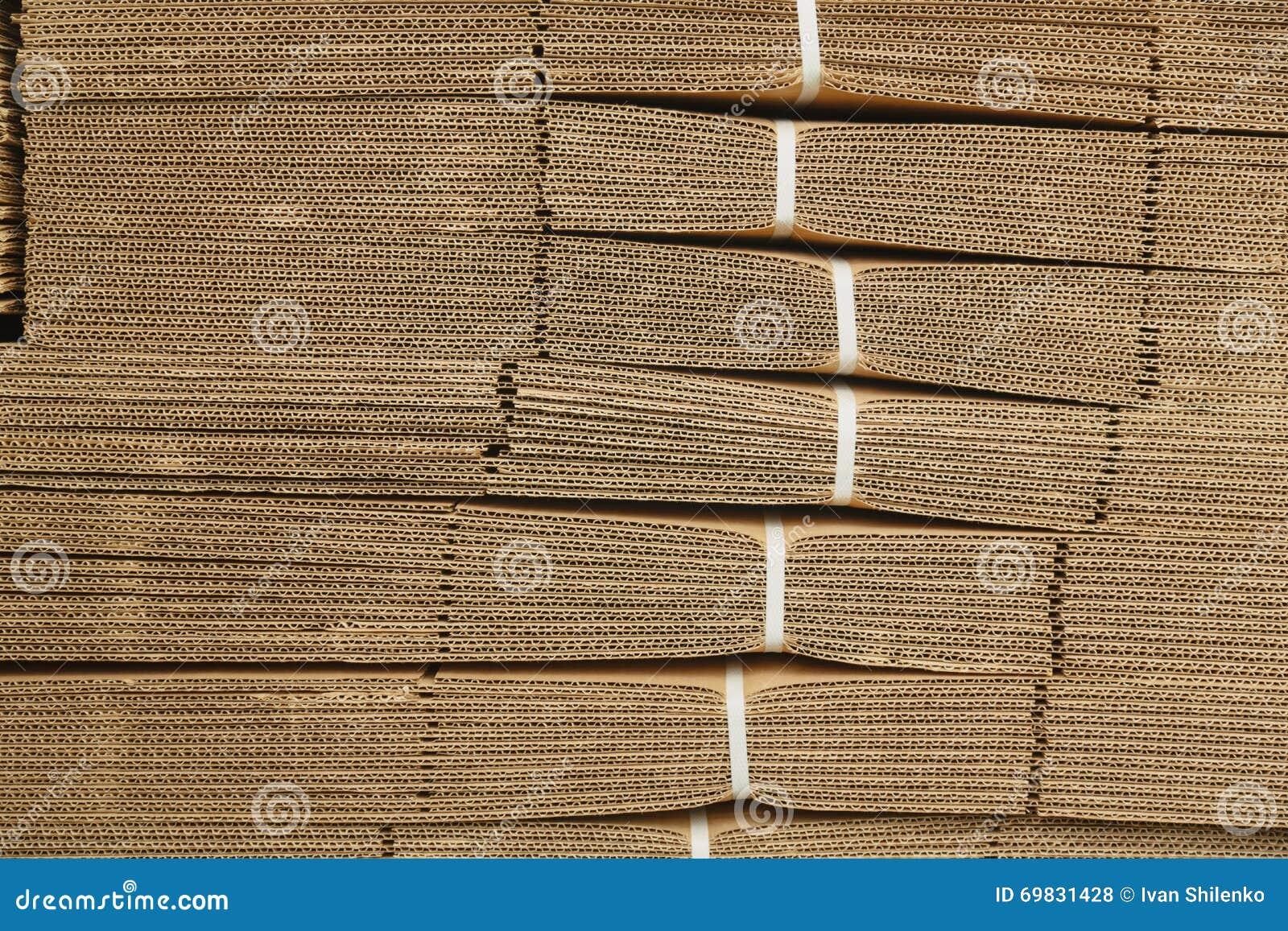 Pappstapel auf Wellpappenbeschaffenheit
