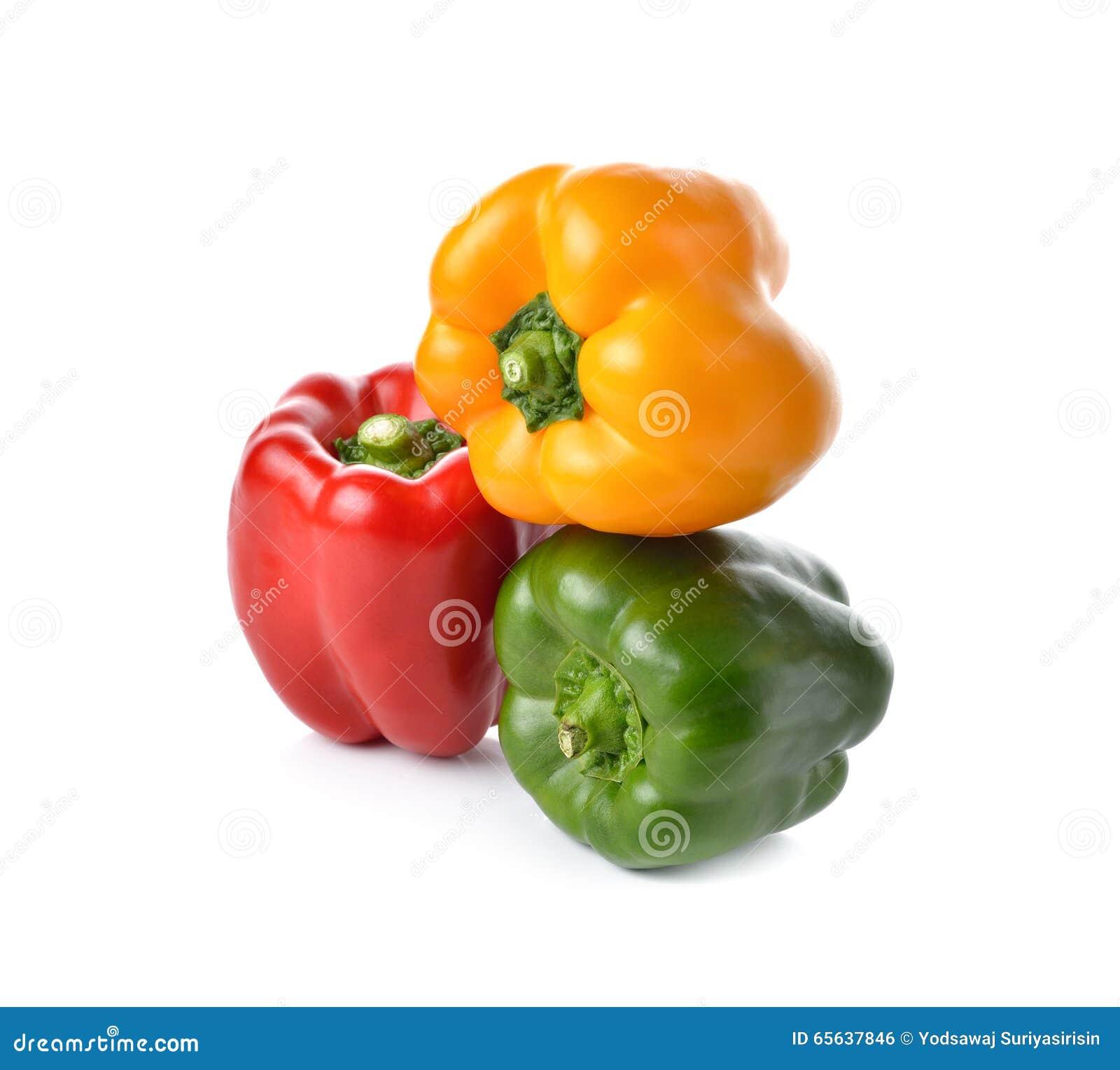 Paprika rouge, jaune, vert sur le blanc