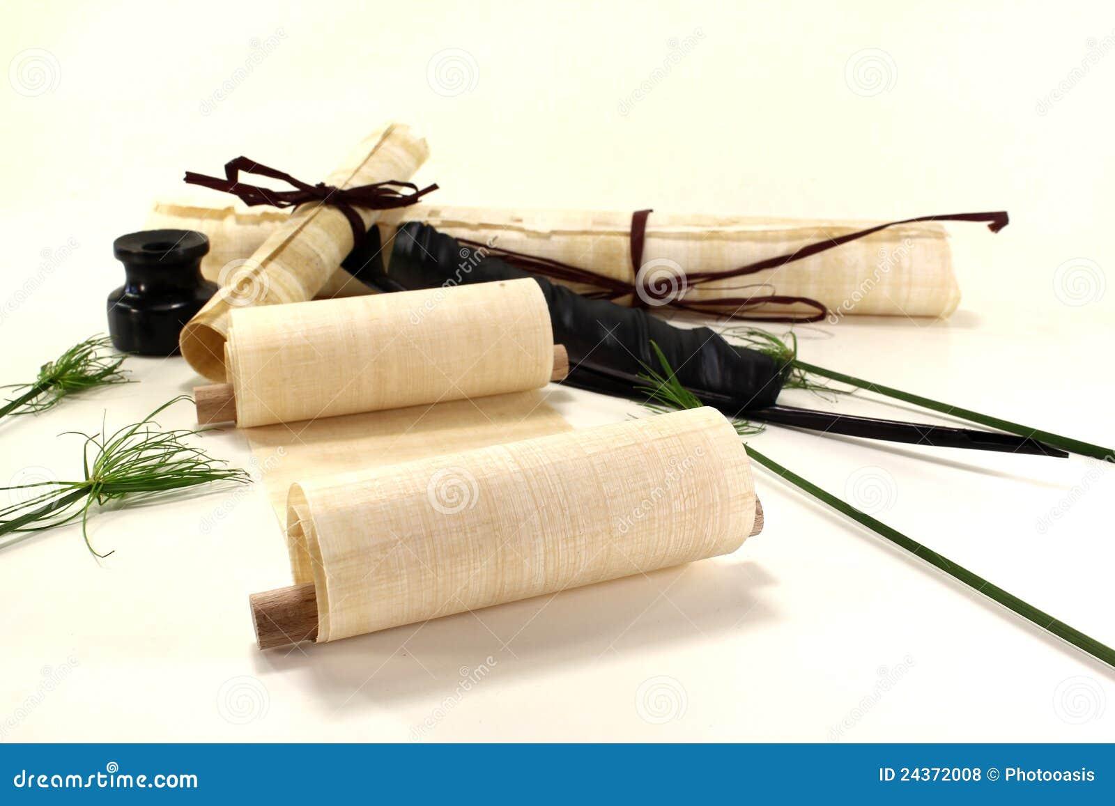 papyrus rollt mit tintenfa und feder lizenzfreie. Black Bedroom Furniture Sets. Home Design Ideas