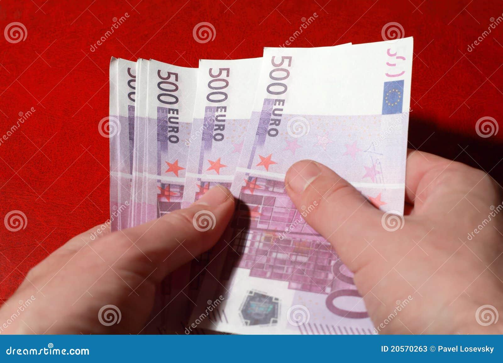 on paquet de 500 euro billets de banque dans des mains de l 39 homme photos stock image 20570263. Black Bedroom Furniture Sets. Home Design Ideas
