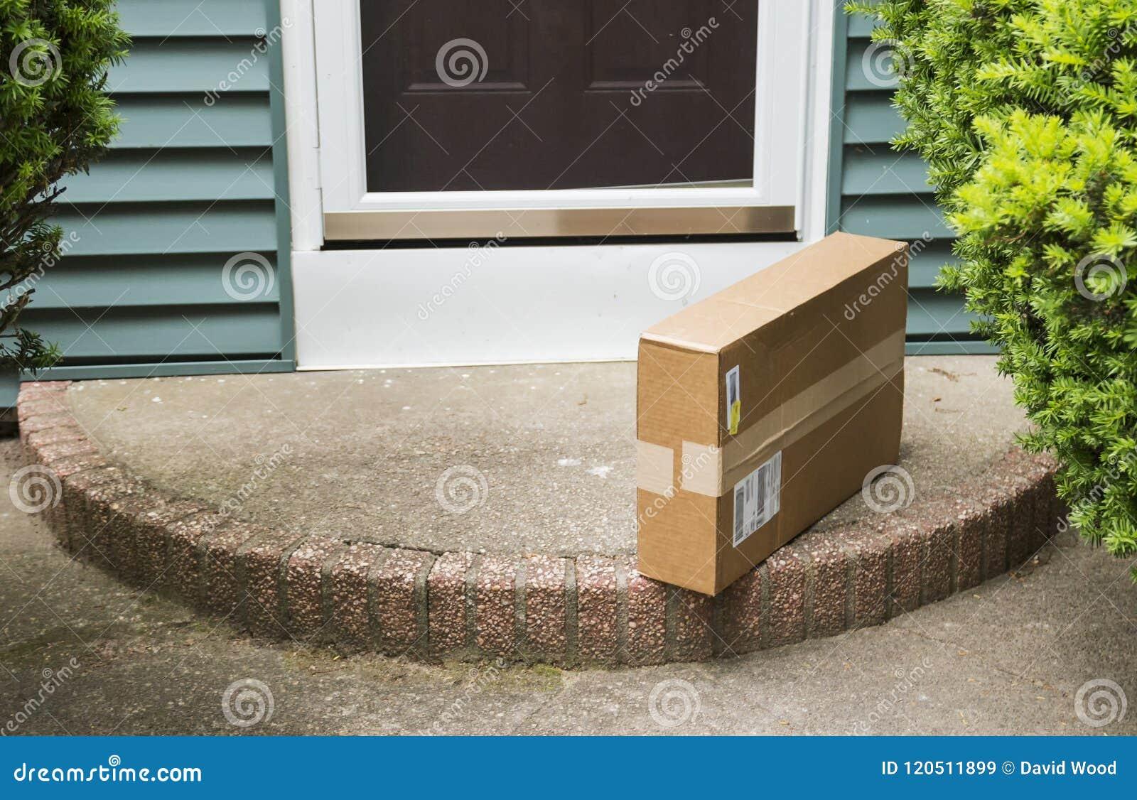 Paquet laissé sur le dos rond par l entrée principale