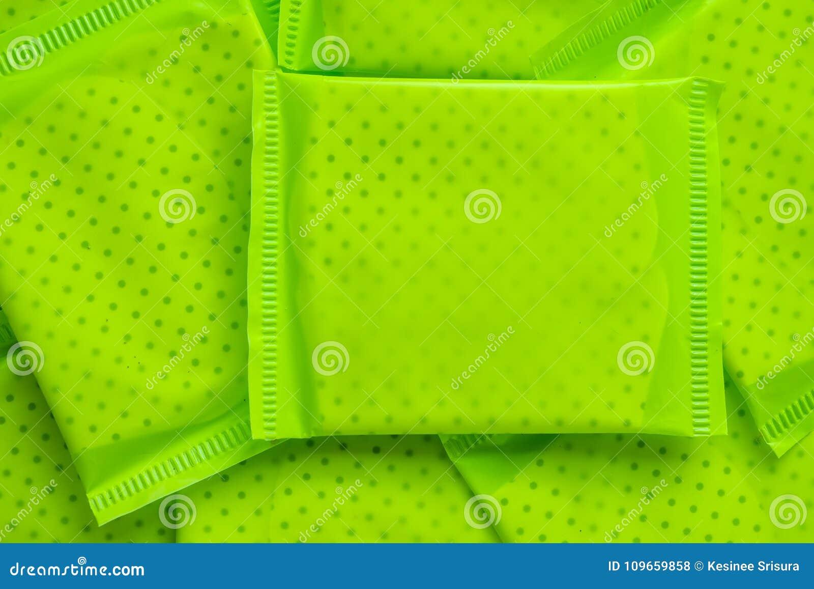 Paquet vert de serviette hygiénique féminine