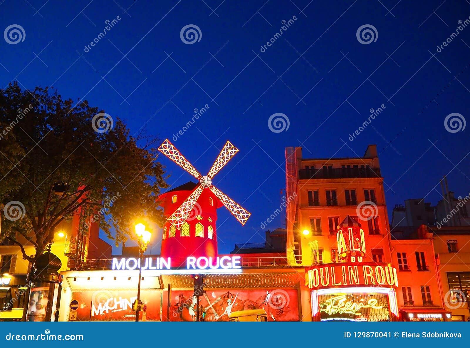 Paris Francia Abril De 2017 Vista Del Molino Rojo De Moulin