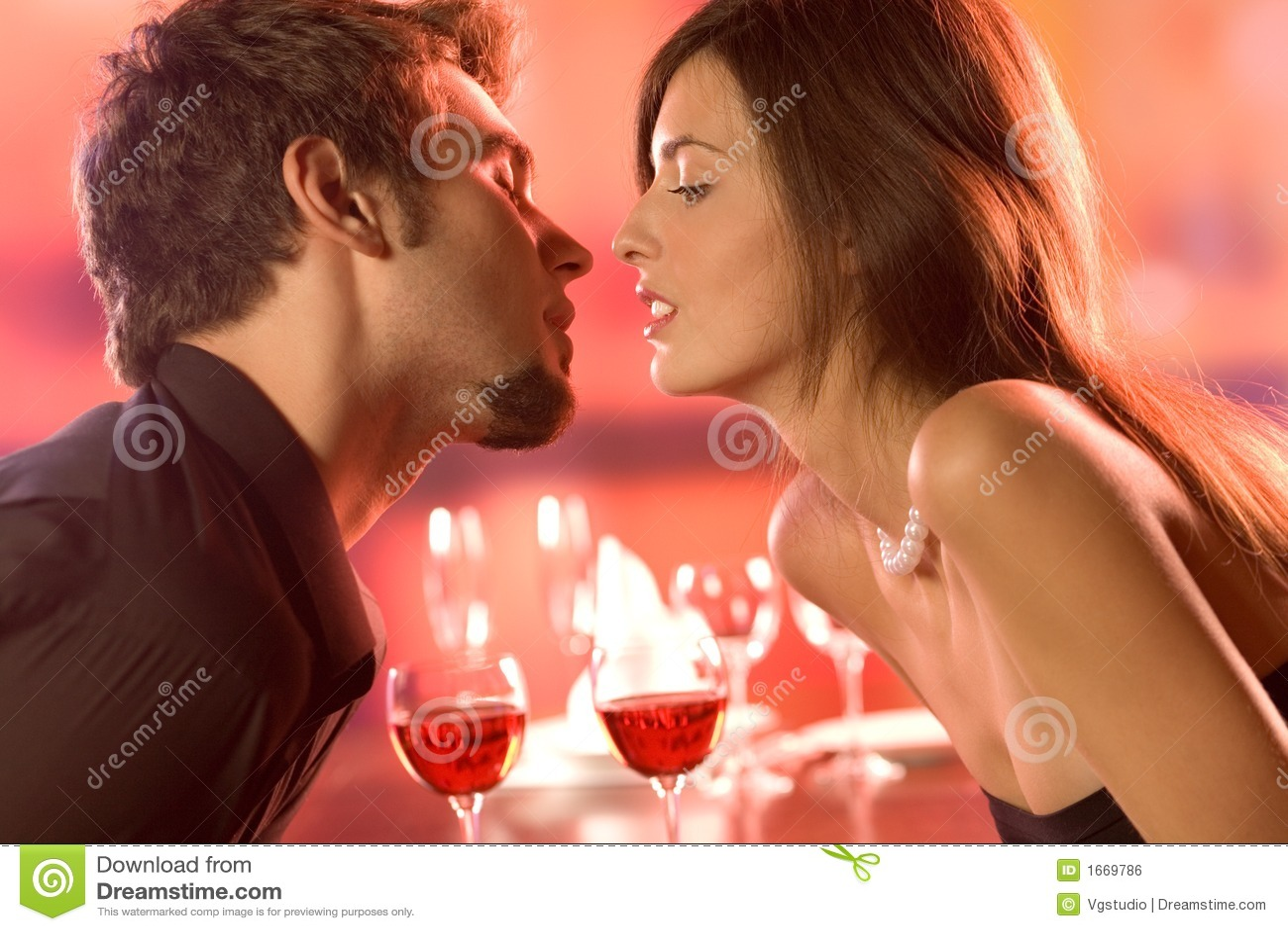 Parę restauracji całowanie young