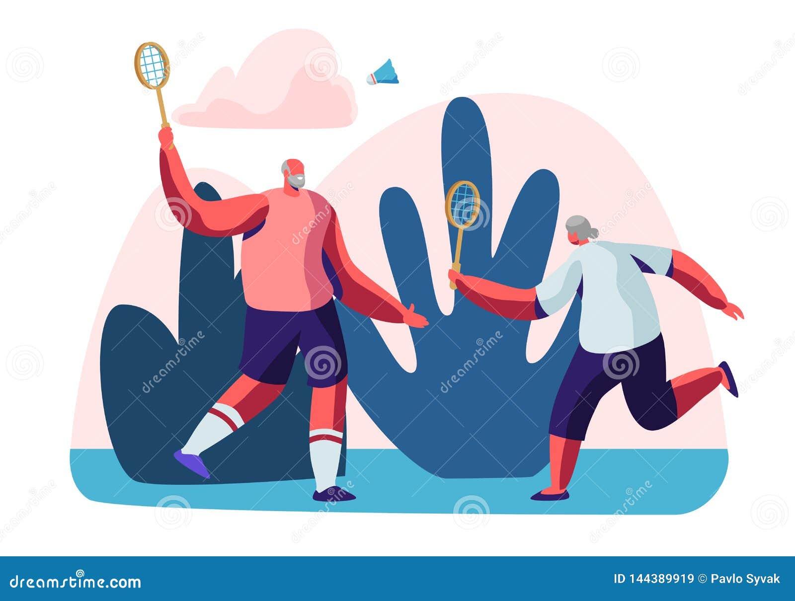 Par av gladlynta manliga pensionärer i sportar bär att spela badmintondet fria Sund livsstil för högt folk och sportliv
