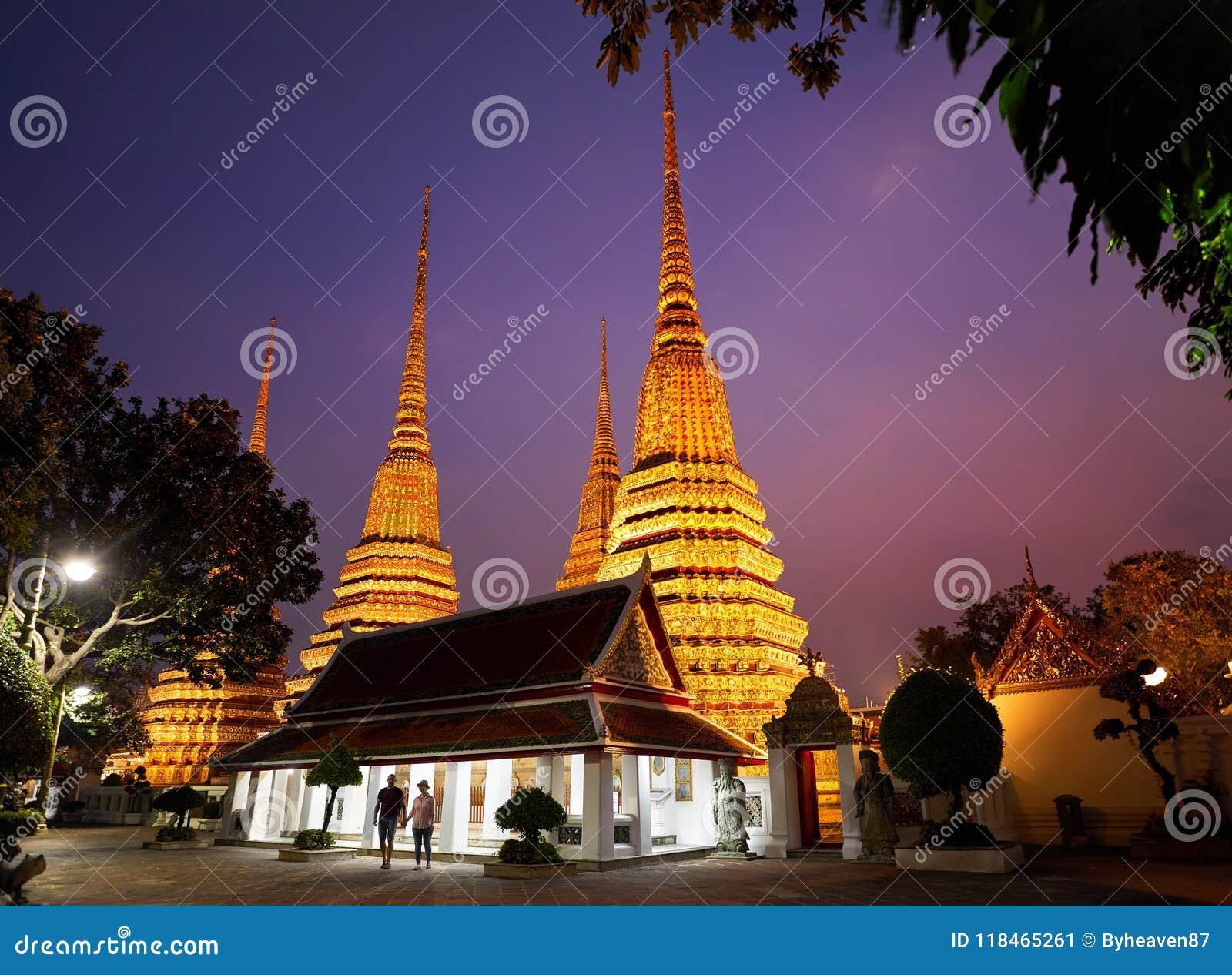 Par av turisten i Wat Pho