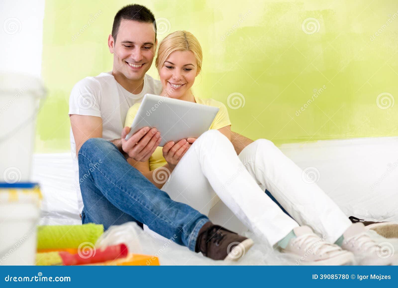 Par genom att använda minnestavlan, medan måla hem