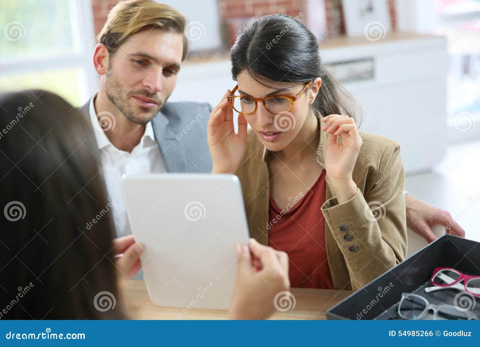 Par i optiskt lagerköpandeglasögon
