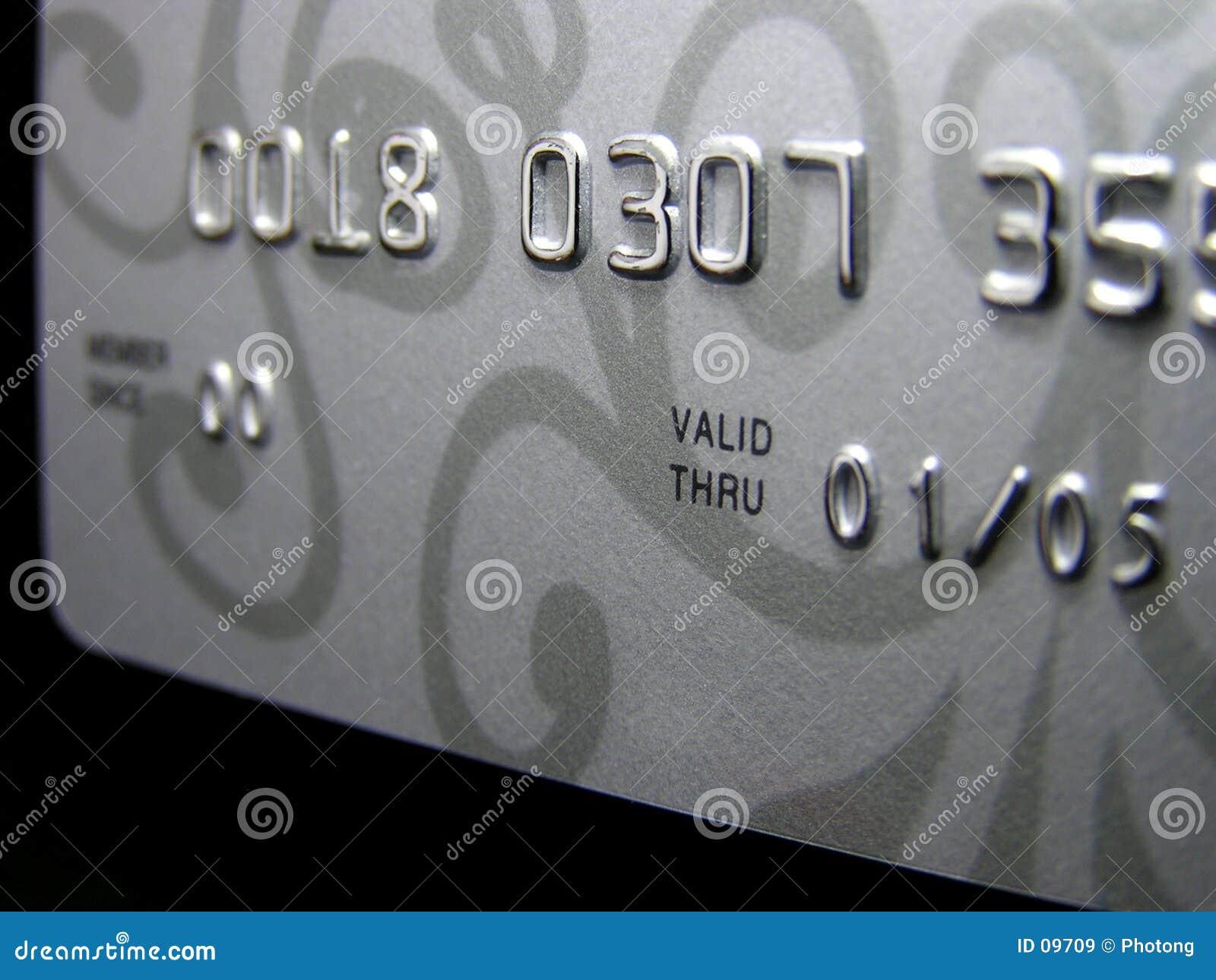 Par la carte de crédit (plan rapproché)