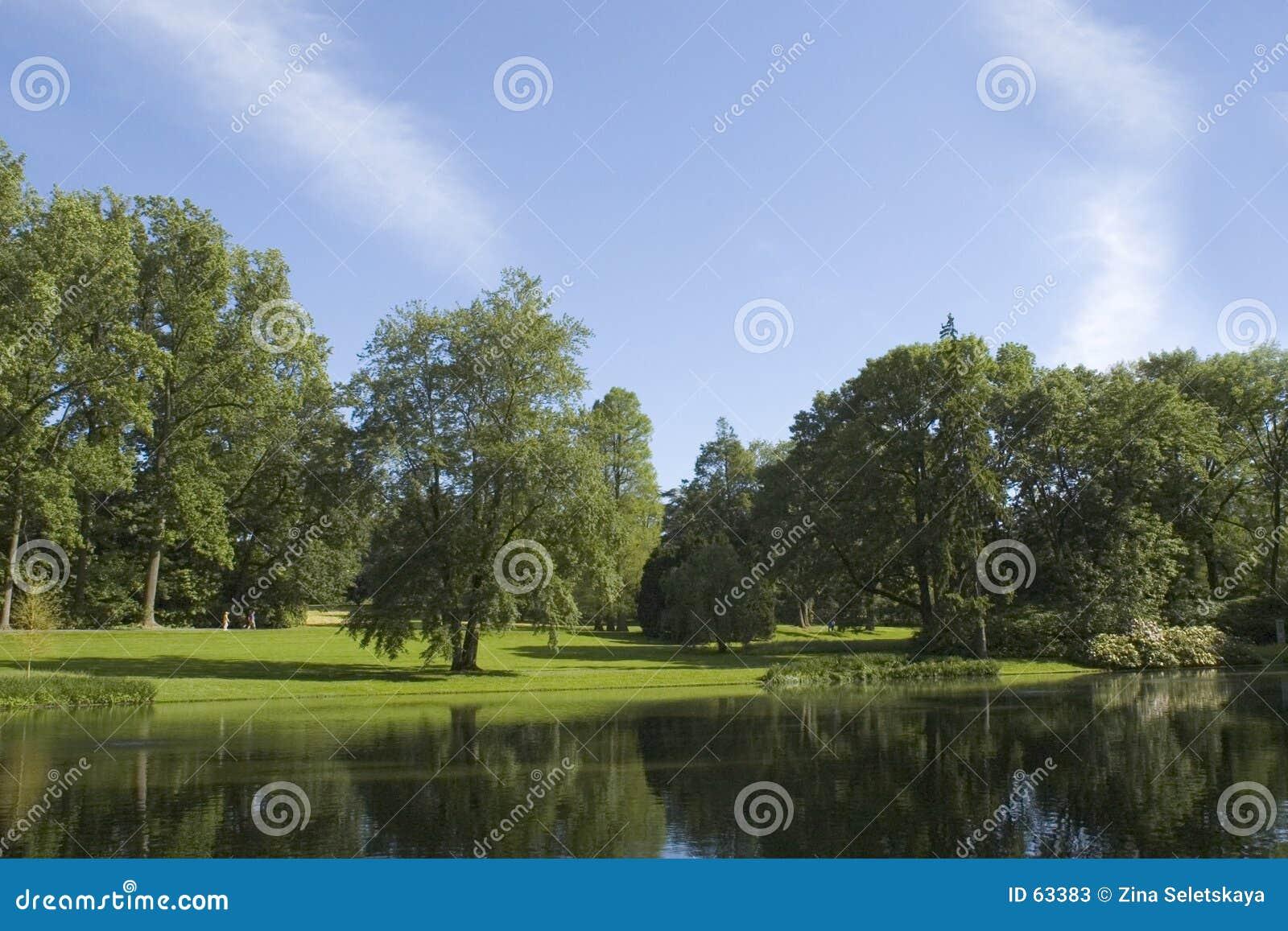 Download Par le lac image stock. Image du relaxation, paisible, serein - 63383