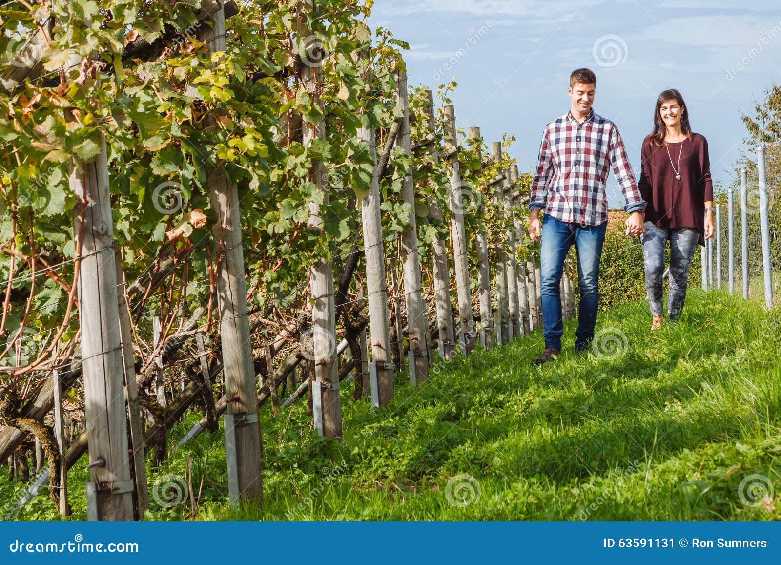 Par som går till och med vingård