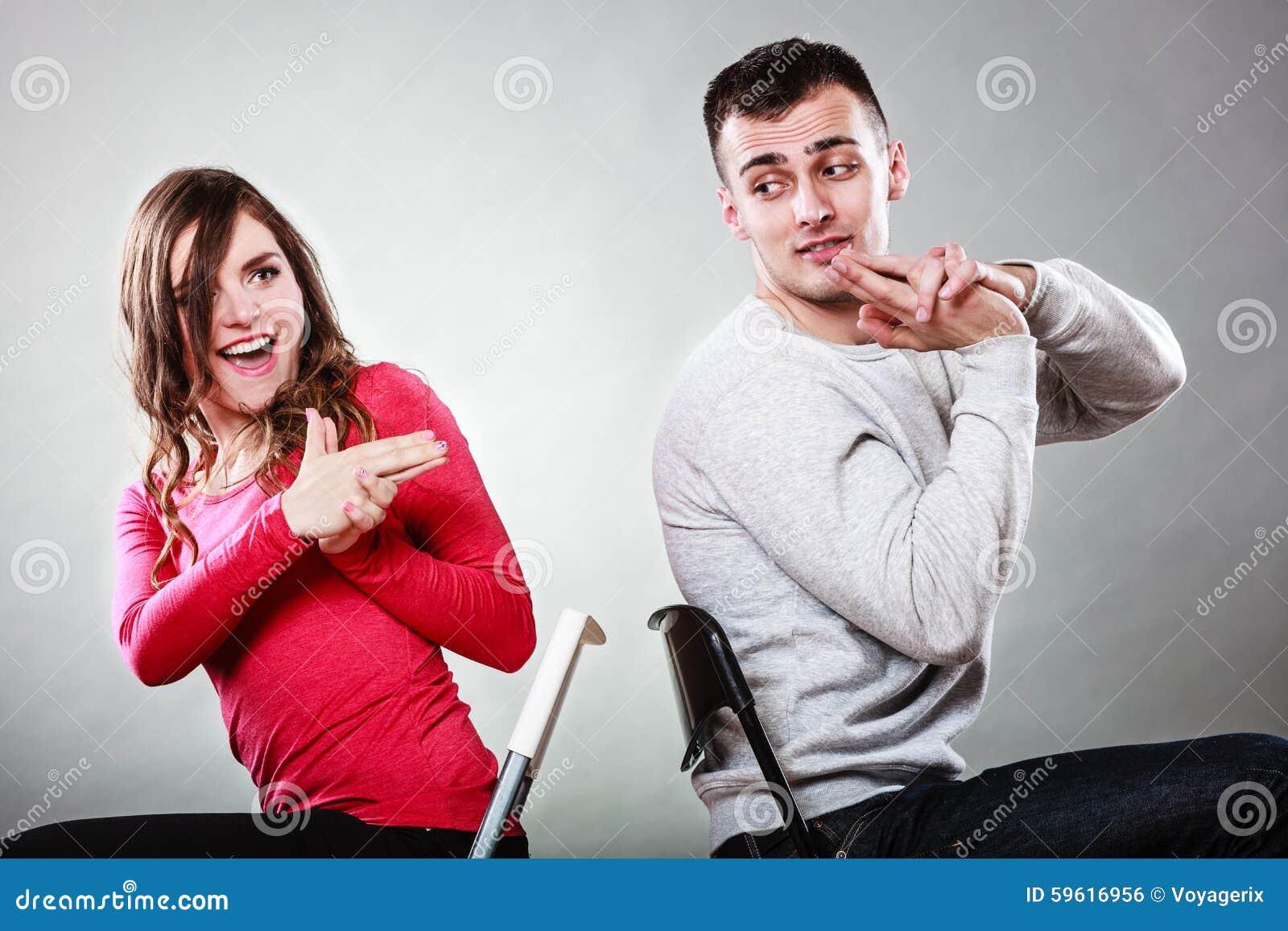 Par som har inbillade handfingrar för gyckel, är vapen