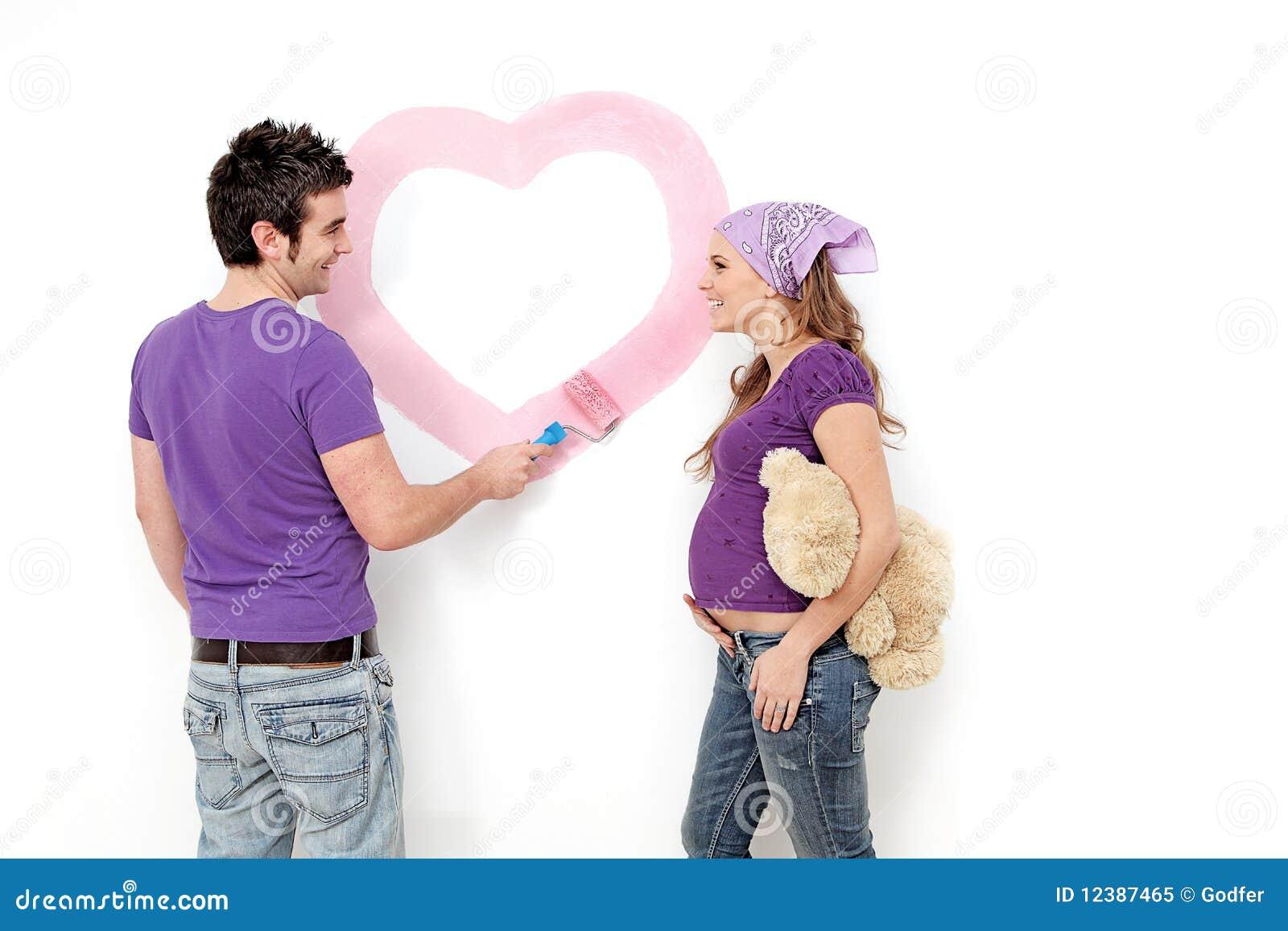Par som målar gravid barn