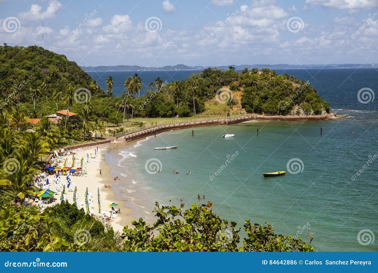 Paraíso Tropical En La Isla De Frades En La Bahía De Todo El Sain Foto De Archivo Imagen De Paisaje Verano 84642886