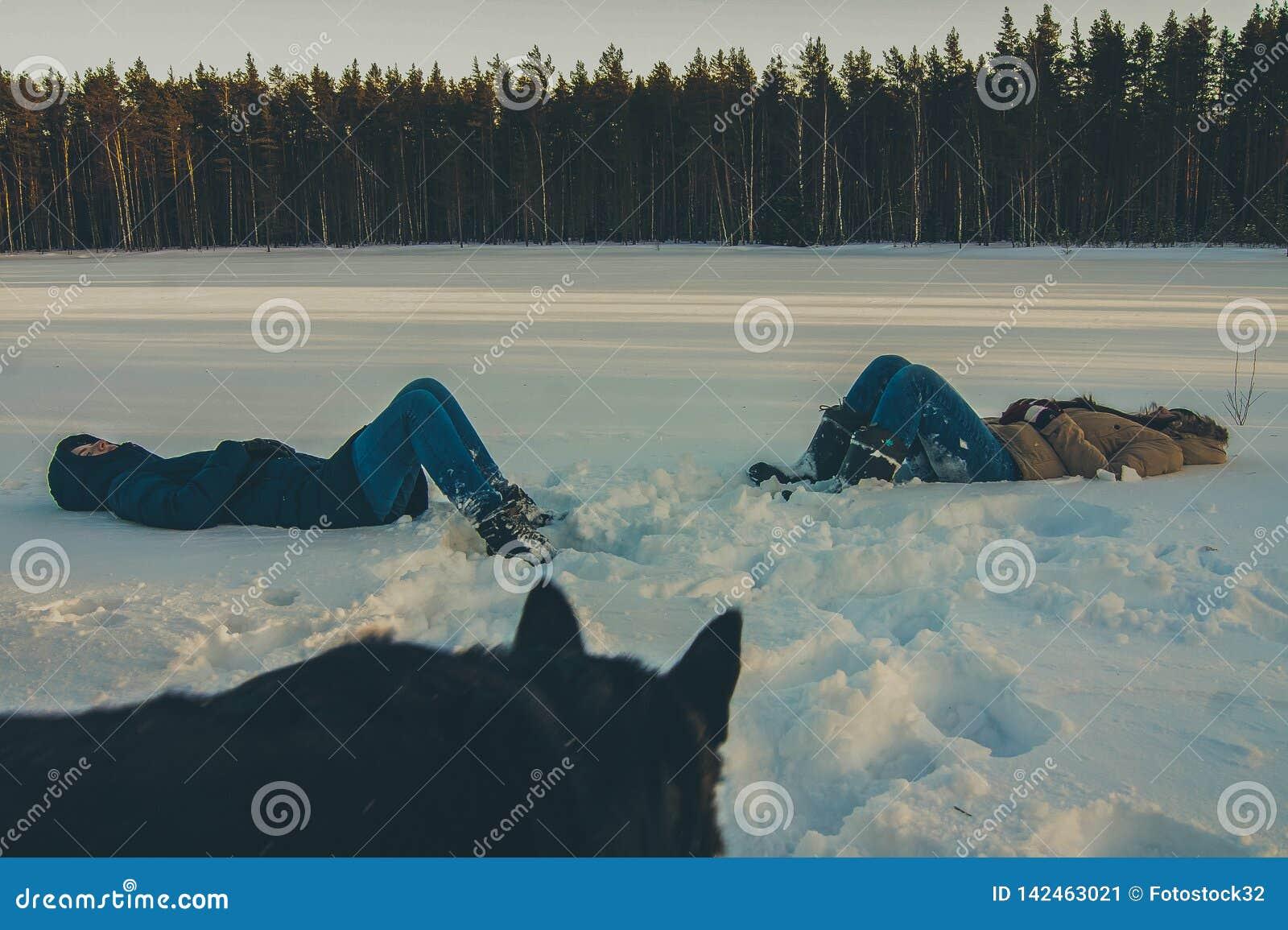 Para as meninas que encontram-se no cão de observação da neve
