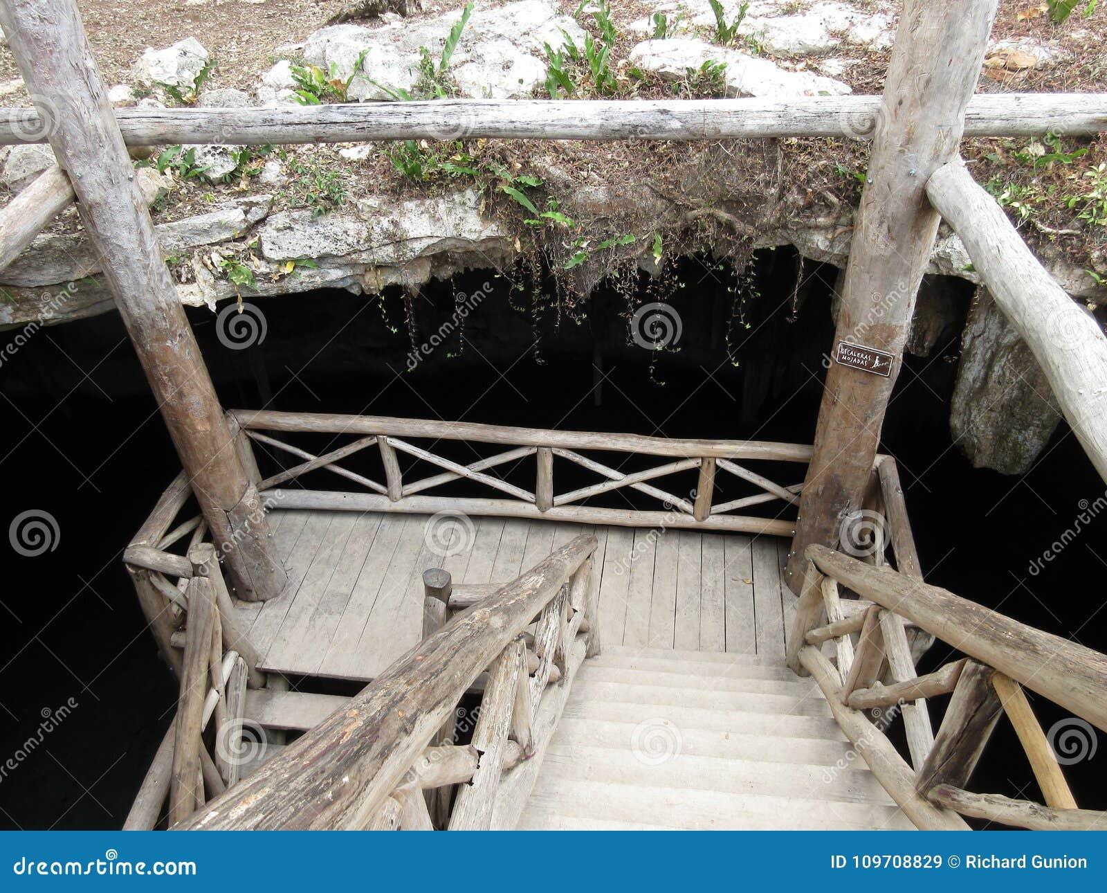 Para baixo no Cenote