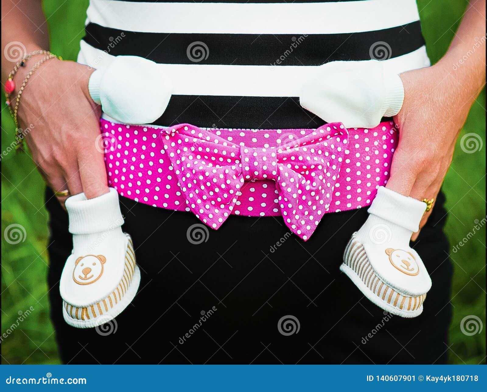 Para bebé que espera, ropa del bebé para un recién nacido