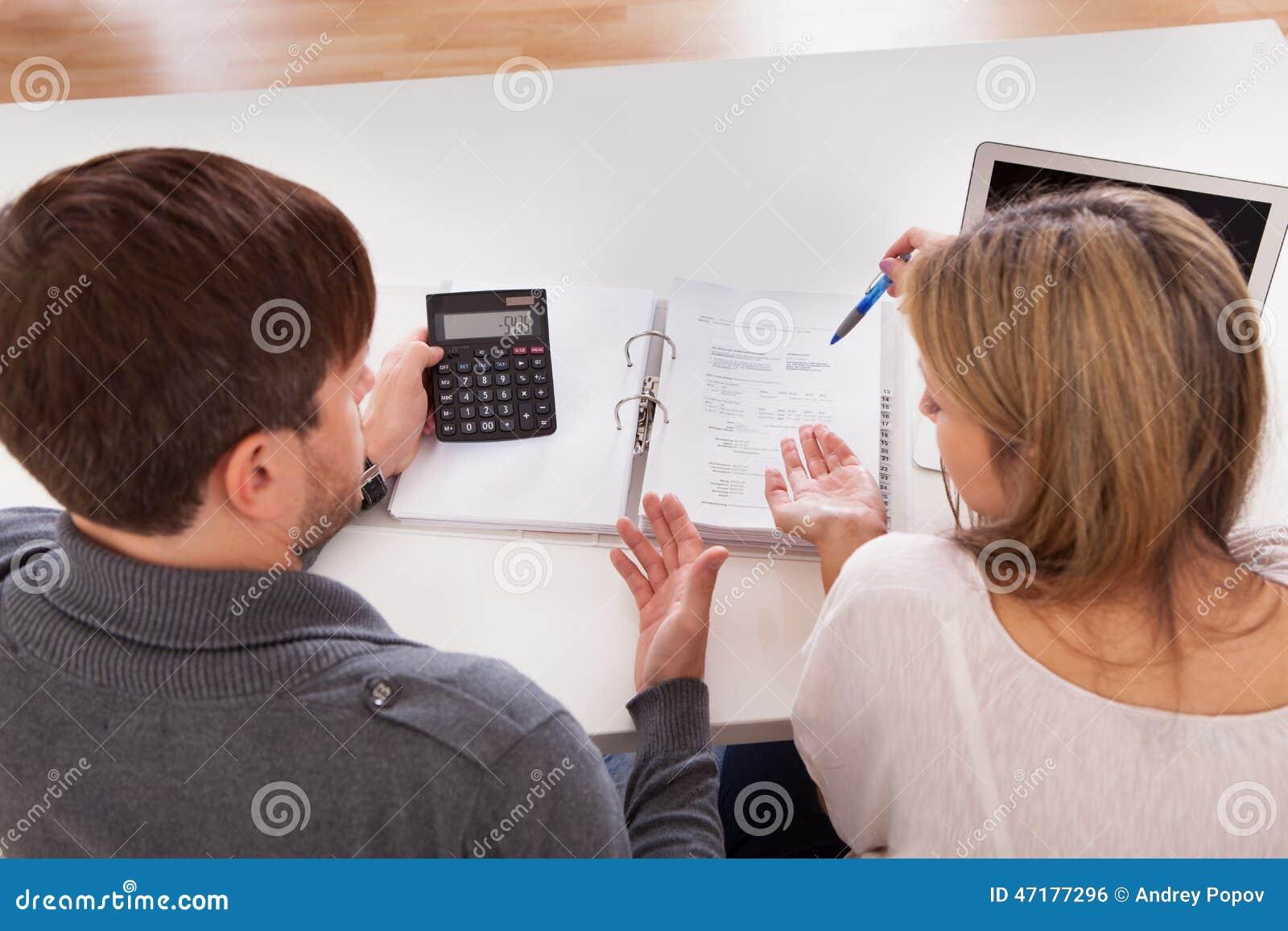 Para dyskutuje o pieniądze