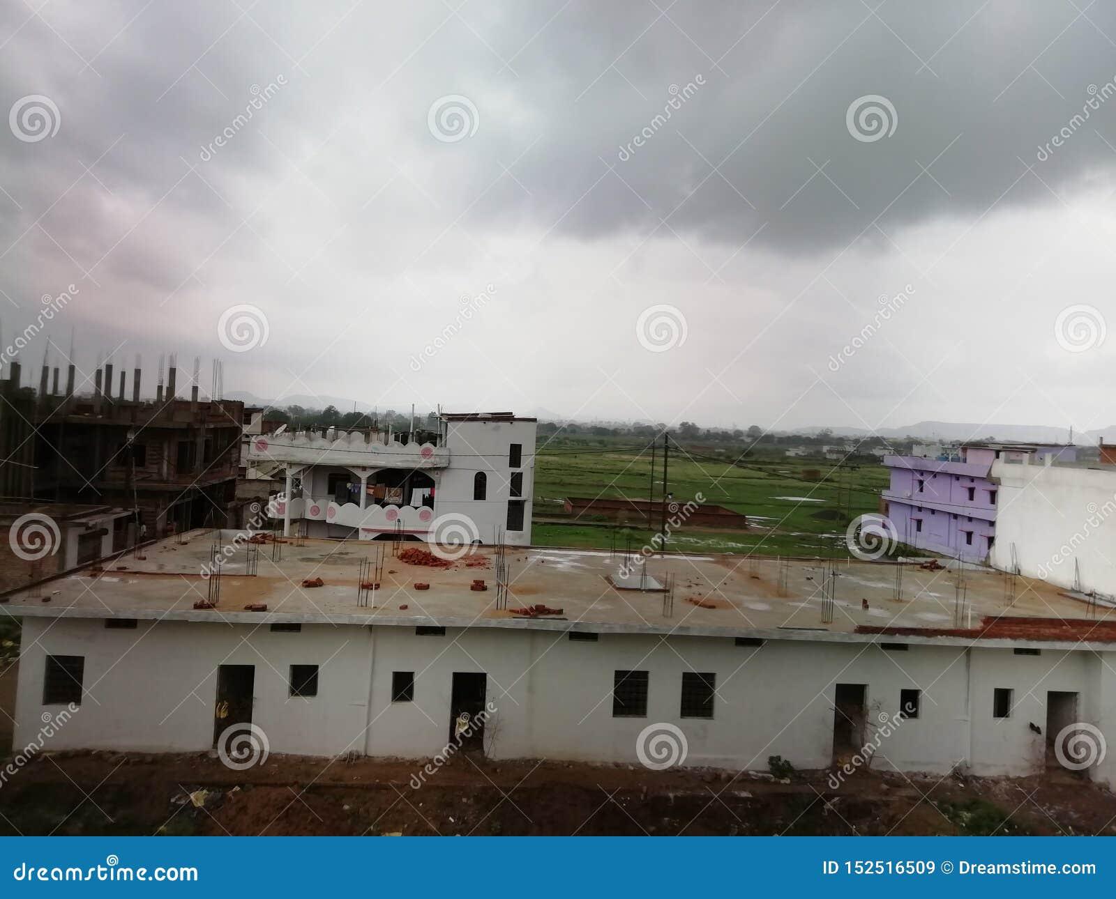 Para llover alrededor en la estación de la monzón del indio