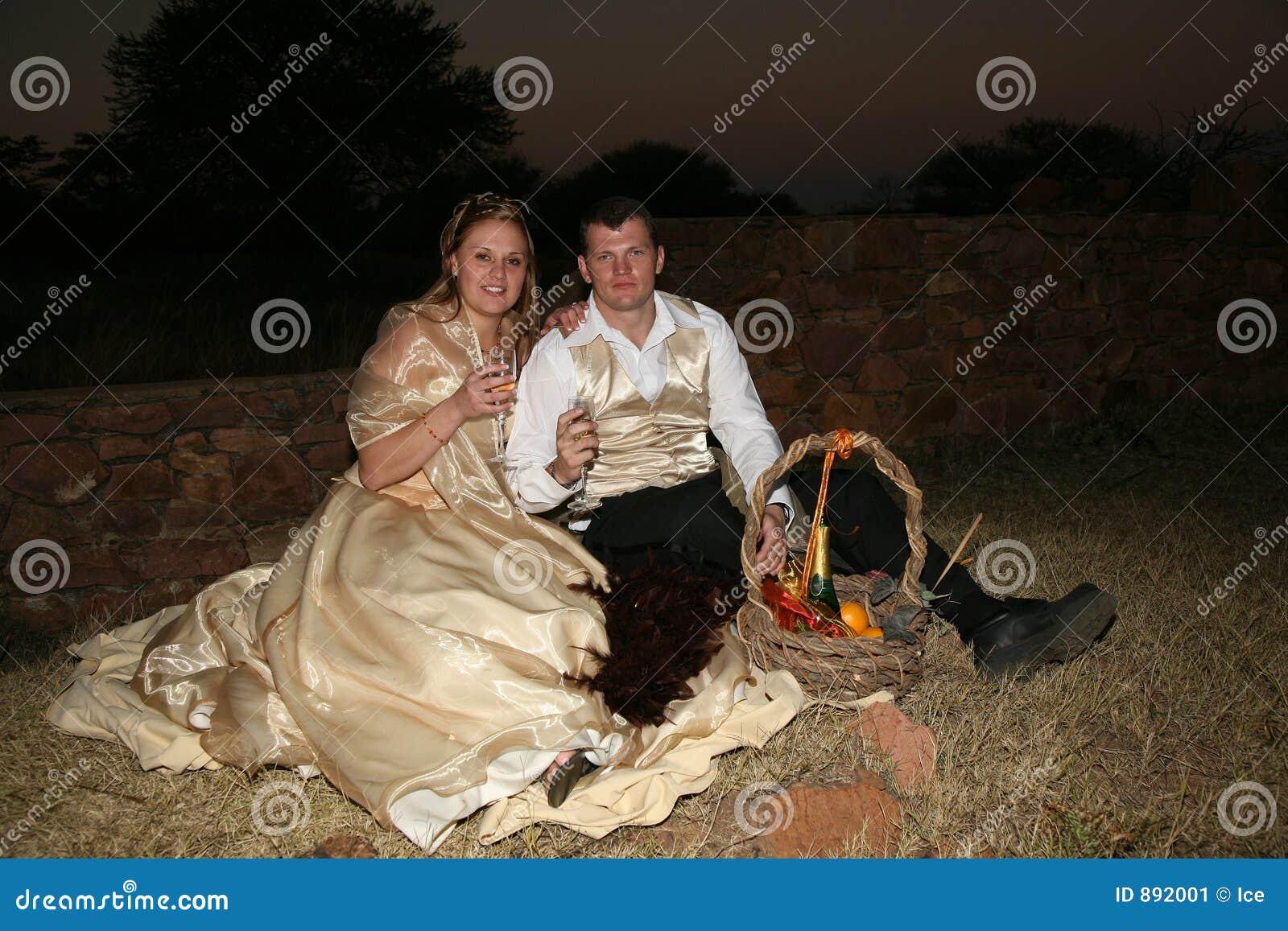 Para ma piknik na ślub