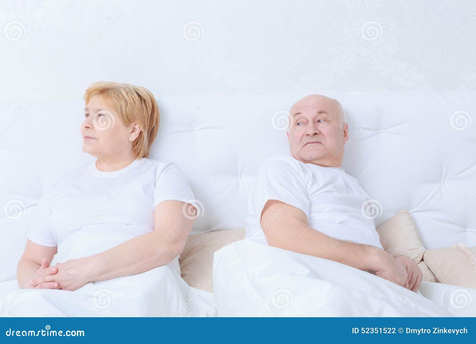 Para oddziała wzajemnie w łóżku