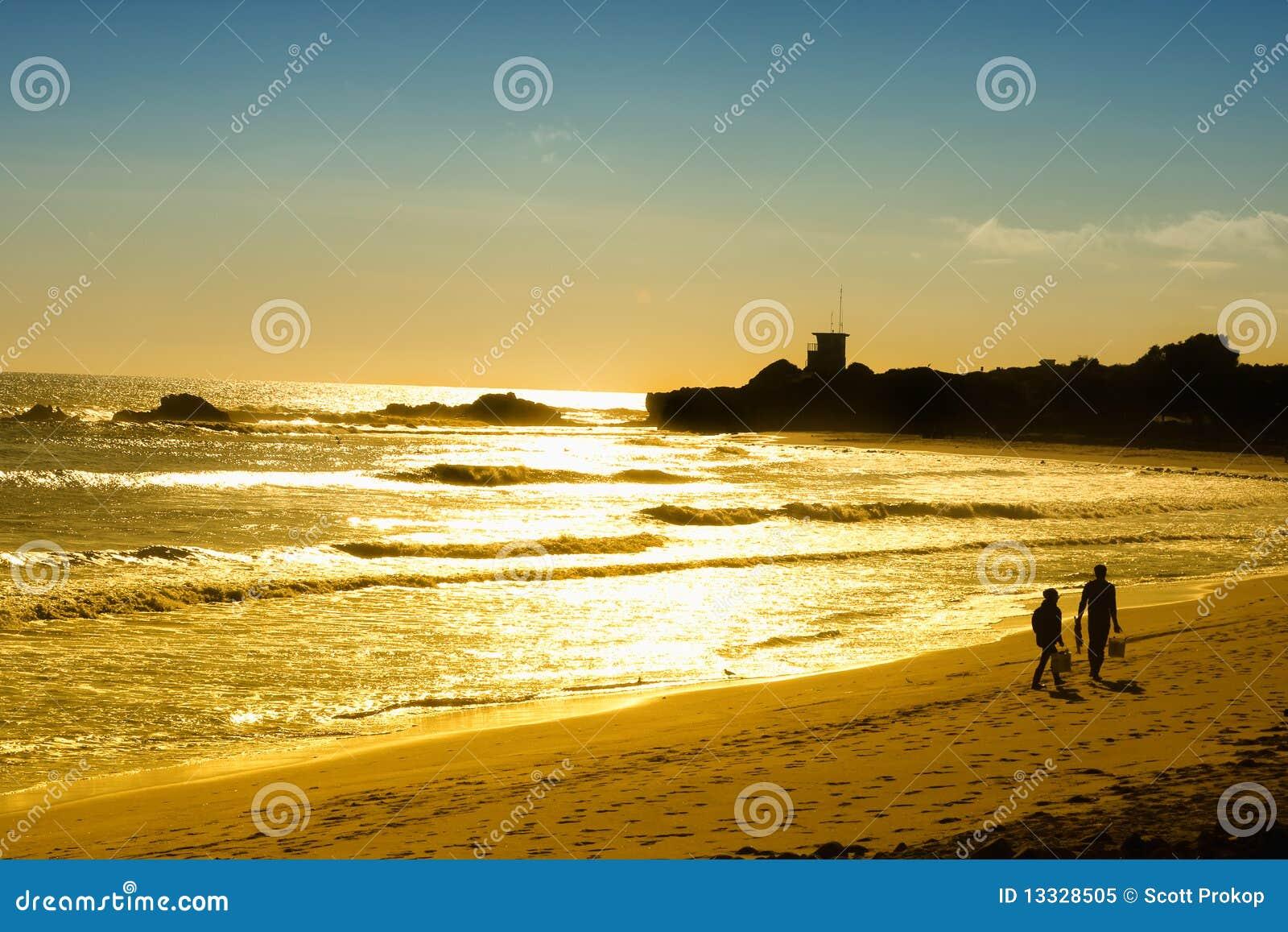 Para plażowy zmierzch