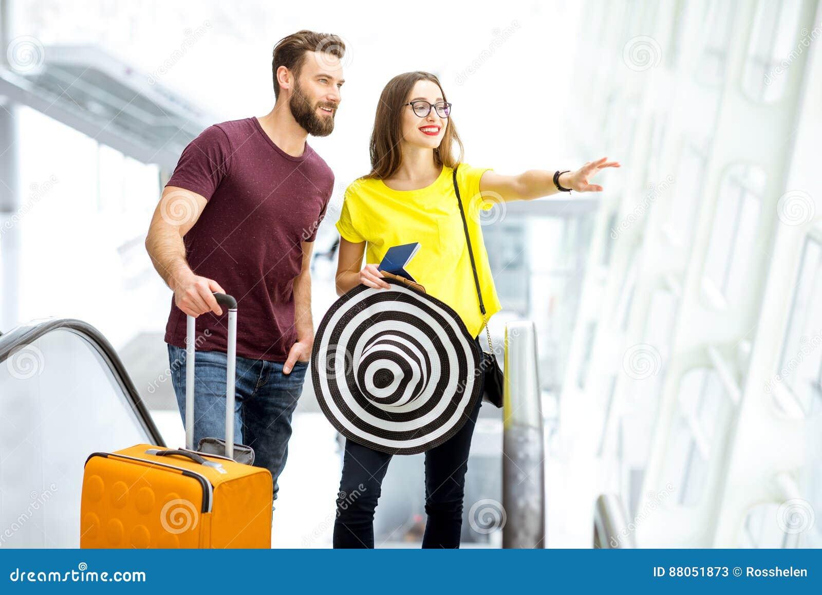 Para przy lotniskiem