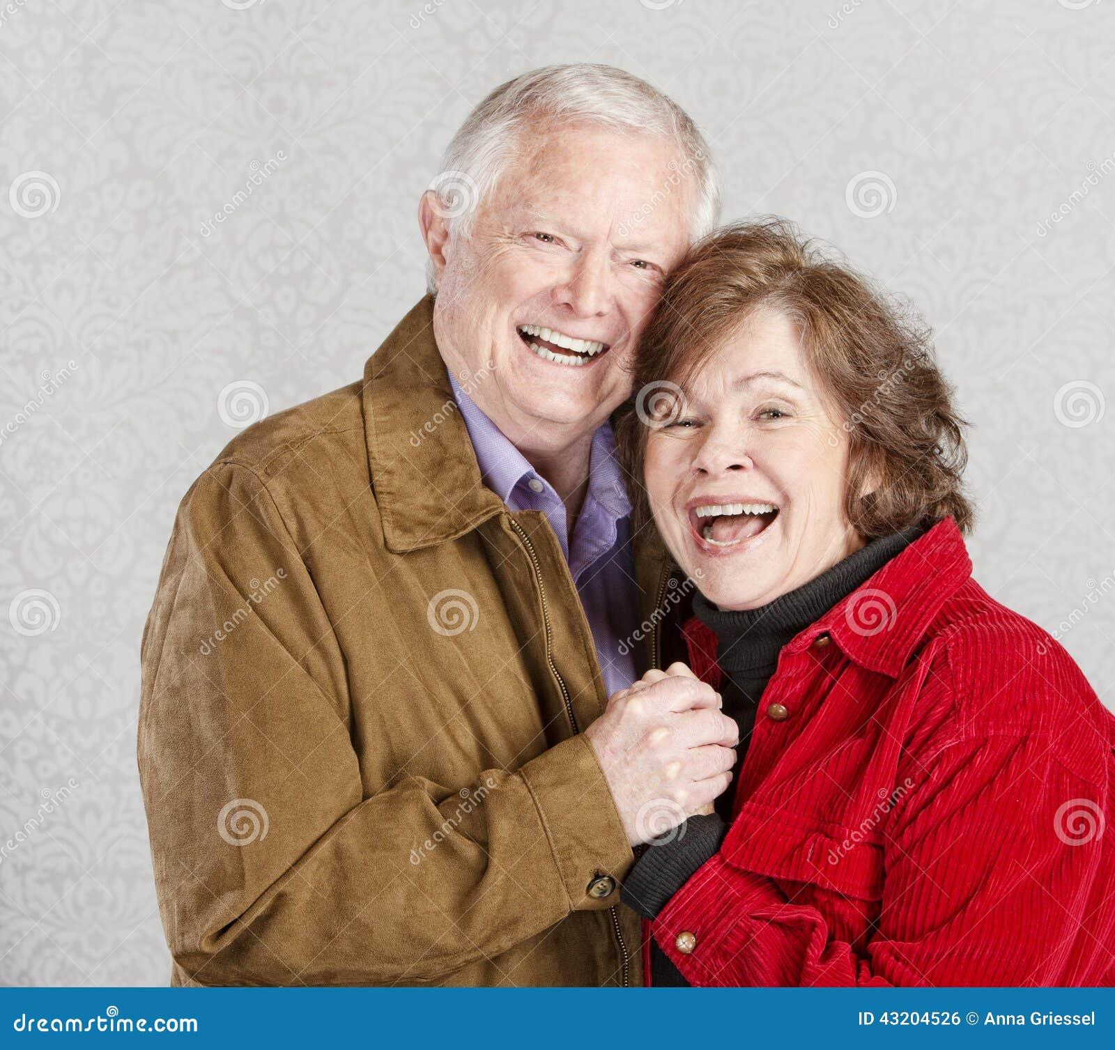 Para senior się śmieje