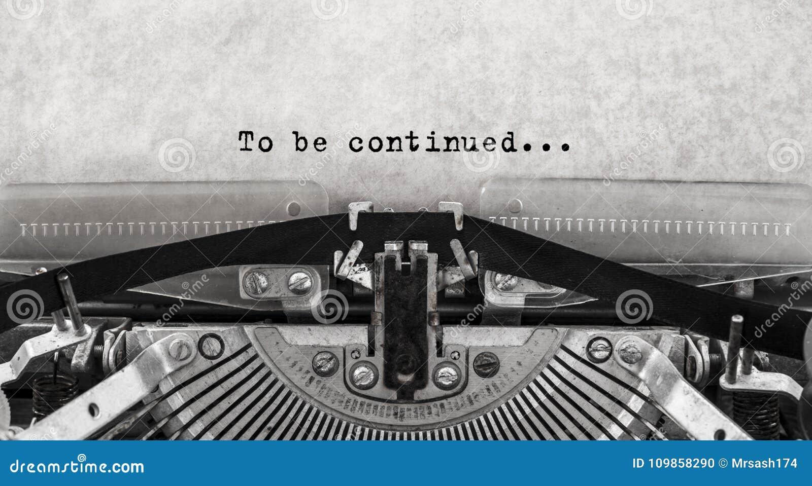 Para ser continuado Palabras mecanografiadas en una máquina de escribir vieja del vintage