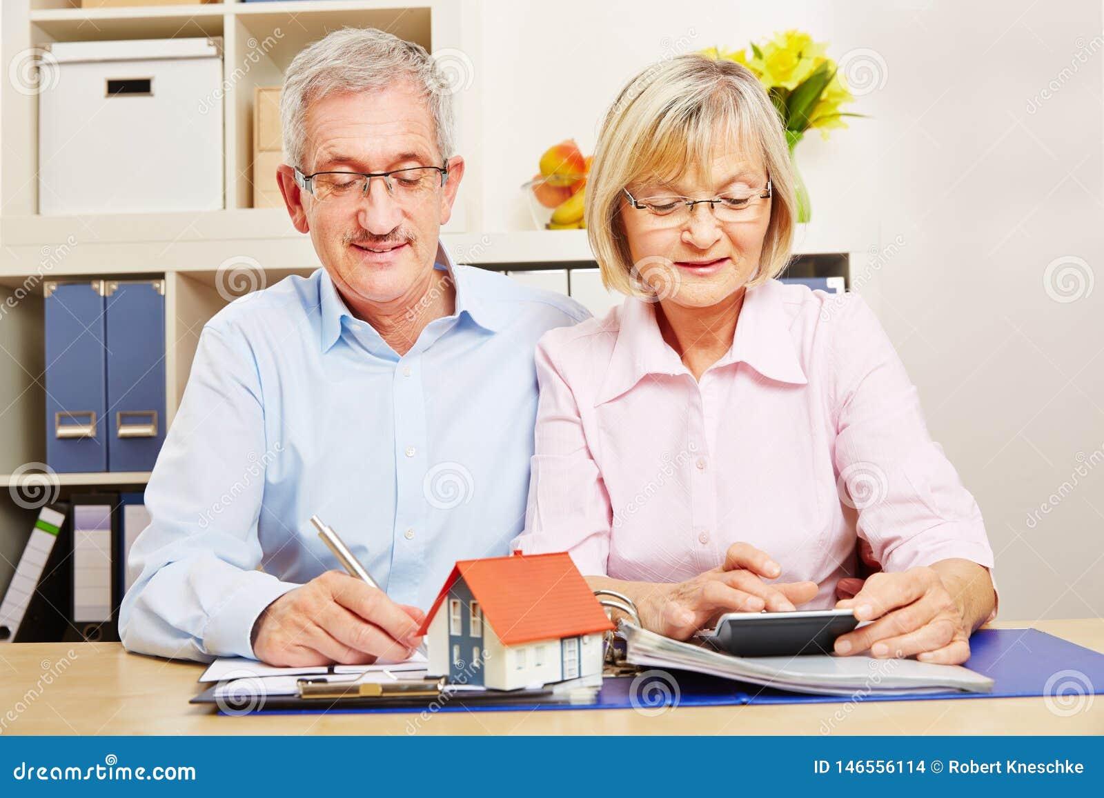 Para starsi obywatele planuje dla hipotecznego pożyczania