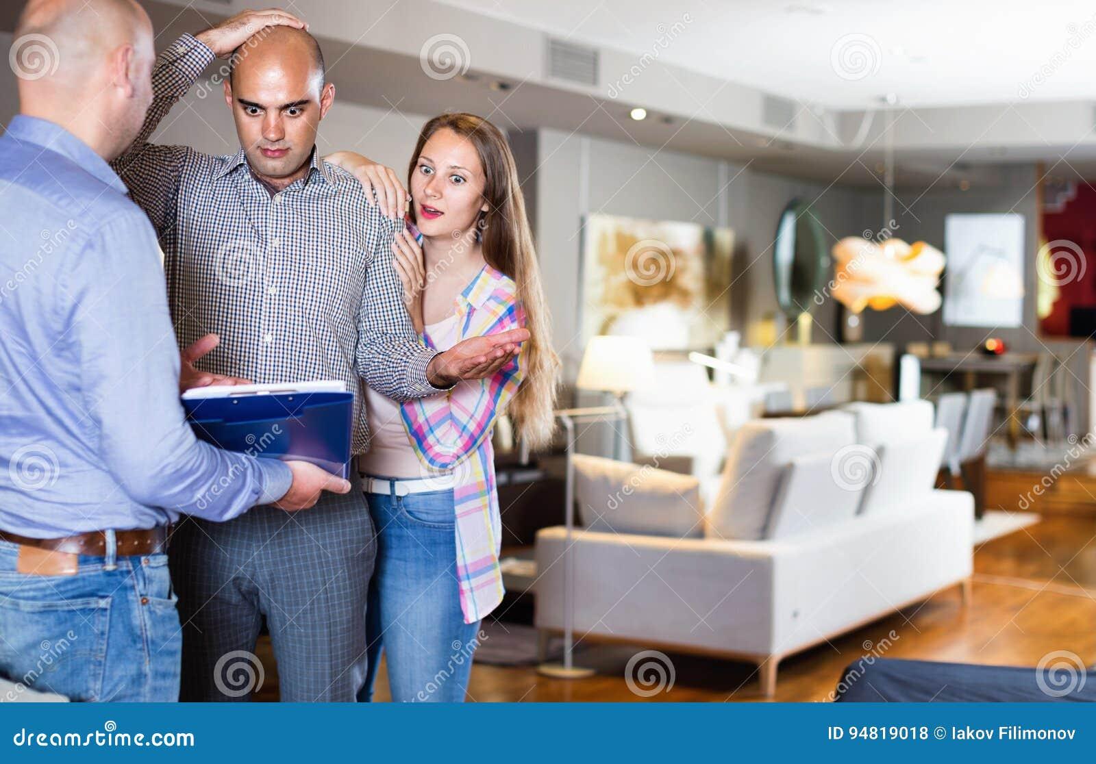Para szokująca od patrzeć przez cennika