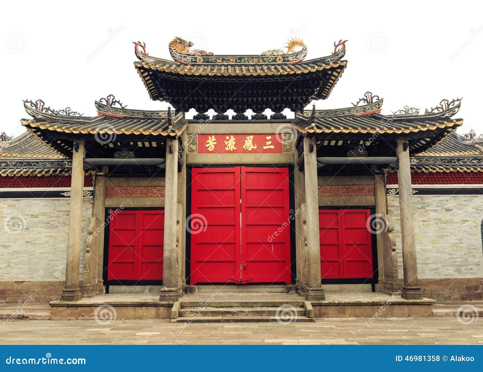 Para trás da porta da construção tradicional chinesa de Ásia com projeto e teste padrão do estilo clássico oriental em China