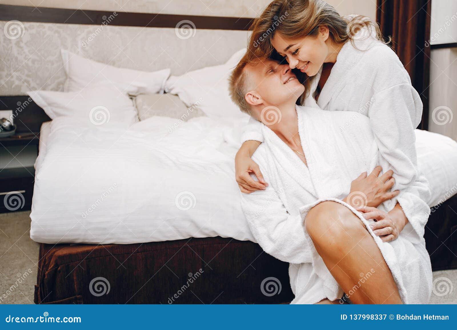 Para w hotelu
