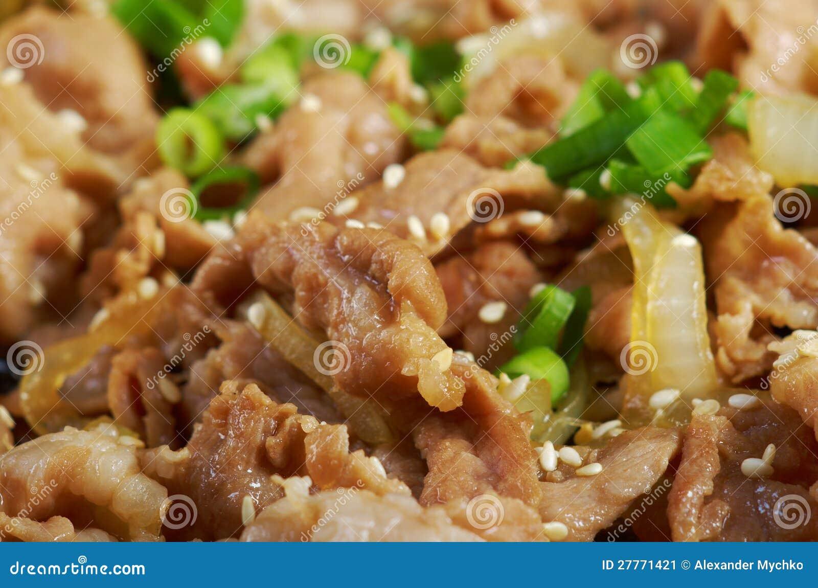 . Paraboloïde chinois - porc avec des légumes