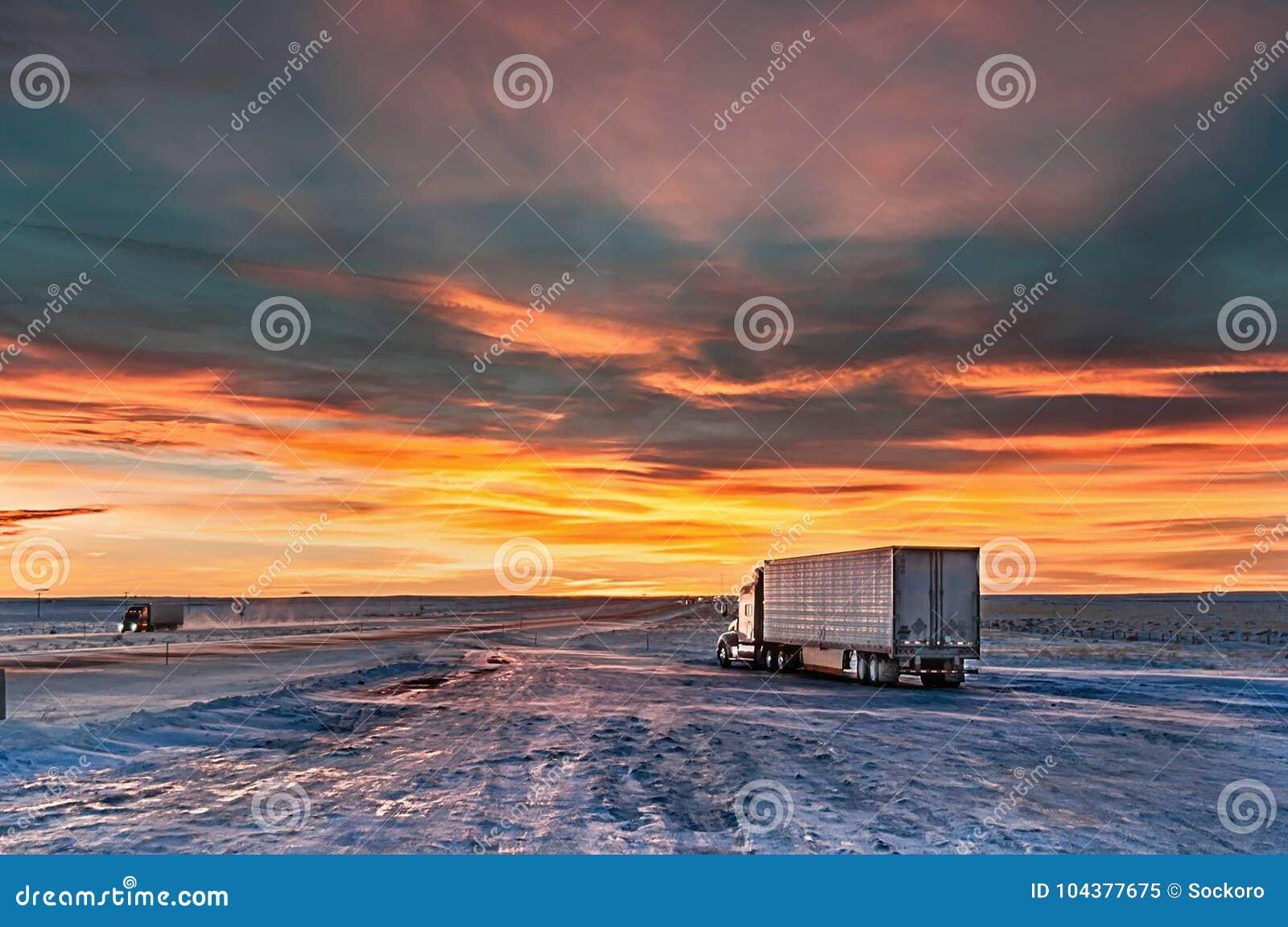 Parada de camiones por la tarde