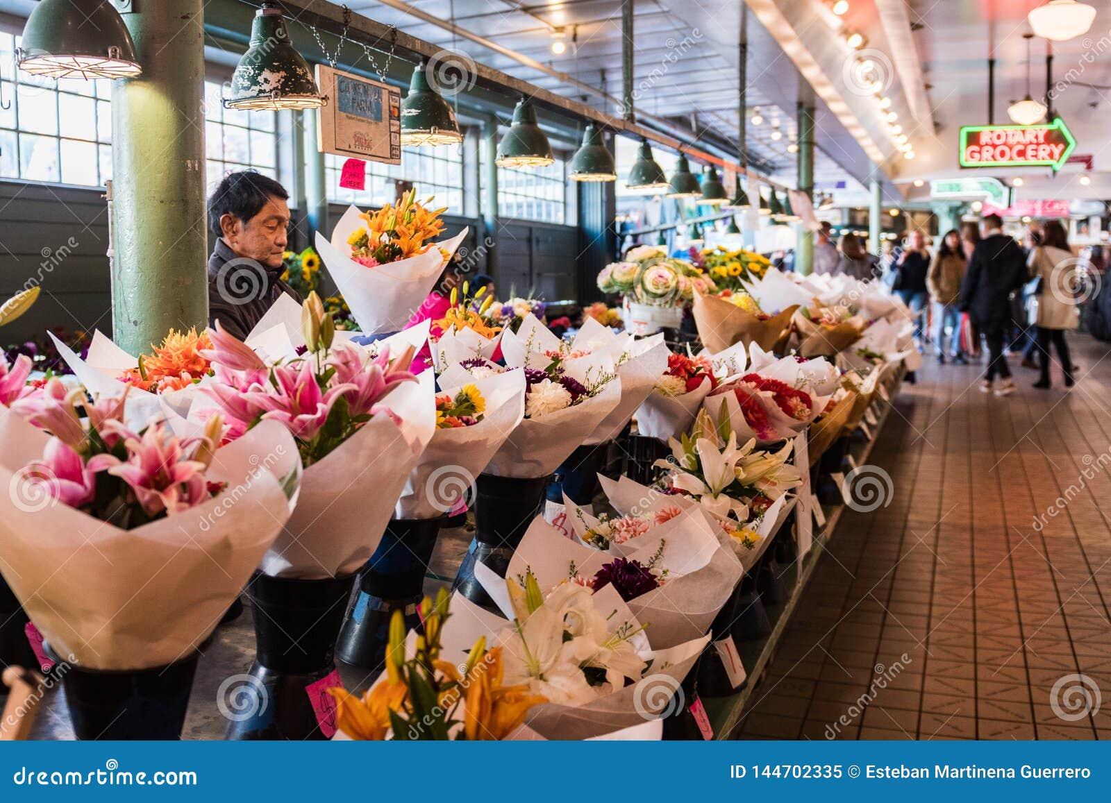 Parada de la flor en el mercado de Pike en Seattle, Washington, los E.E.U.U.