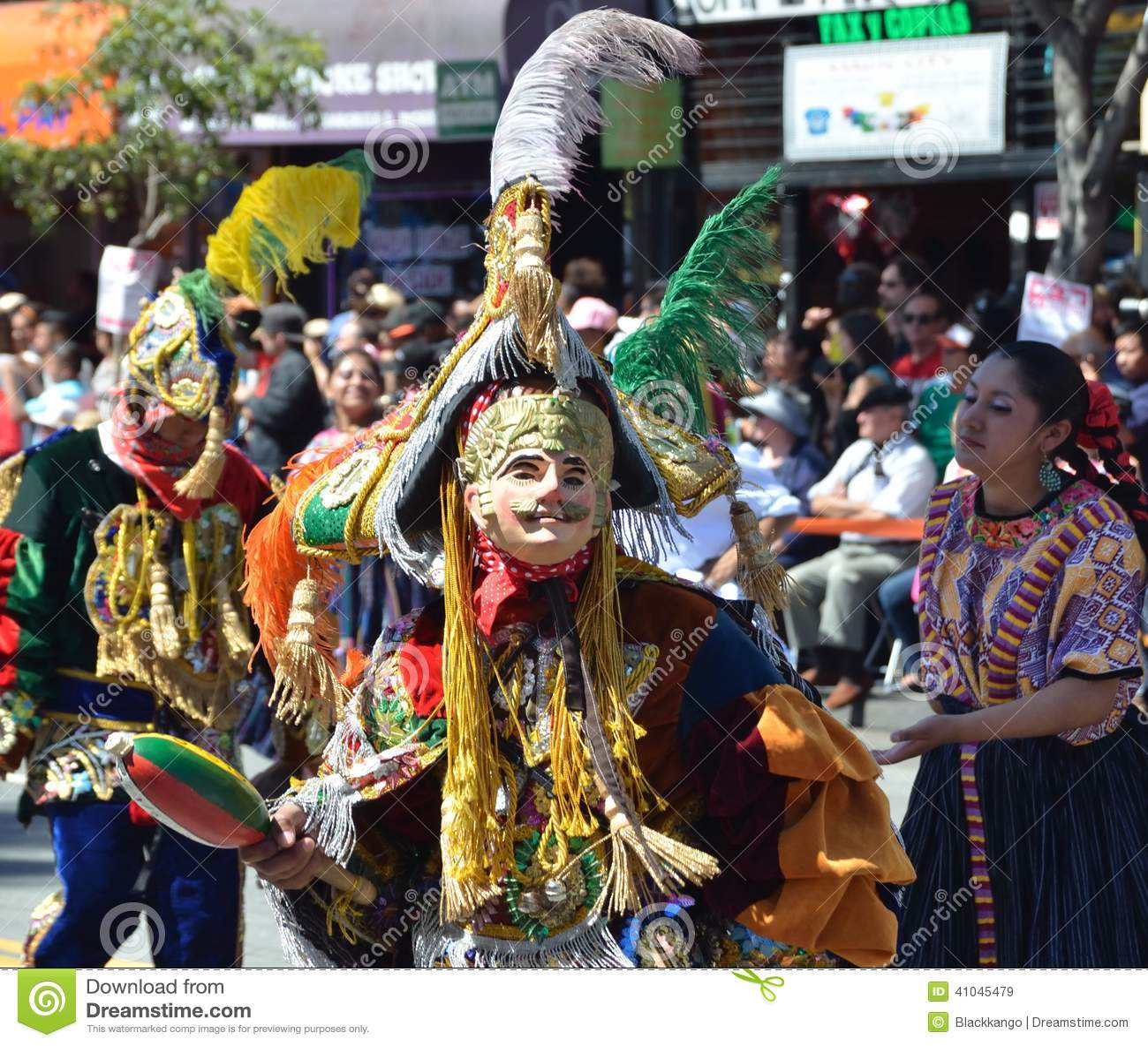 Parada grande de San Francisco Carnival 2014 no distrito da missão