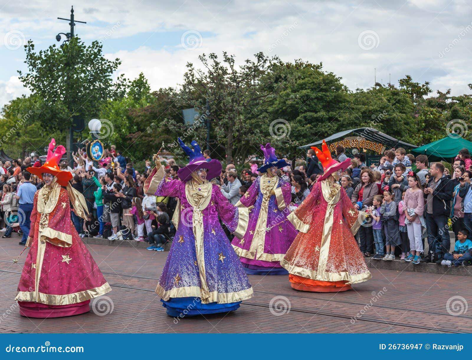 Parade van de Karakters van het Beeldverhaal in Disneyland