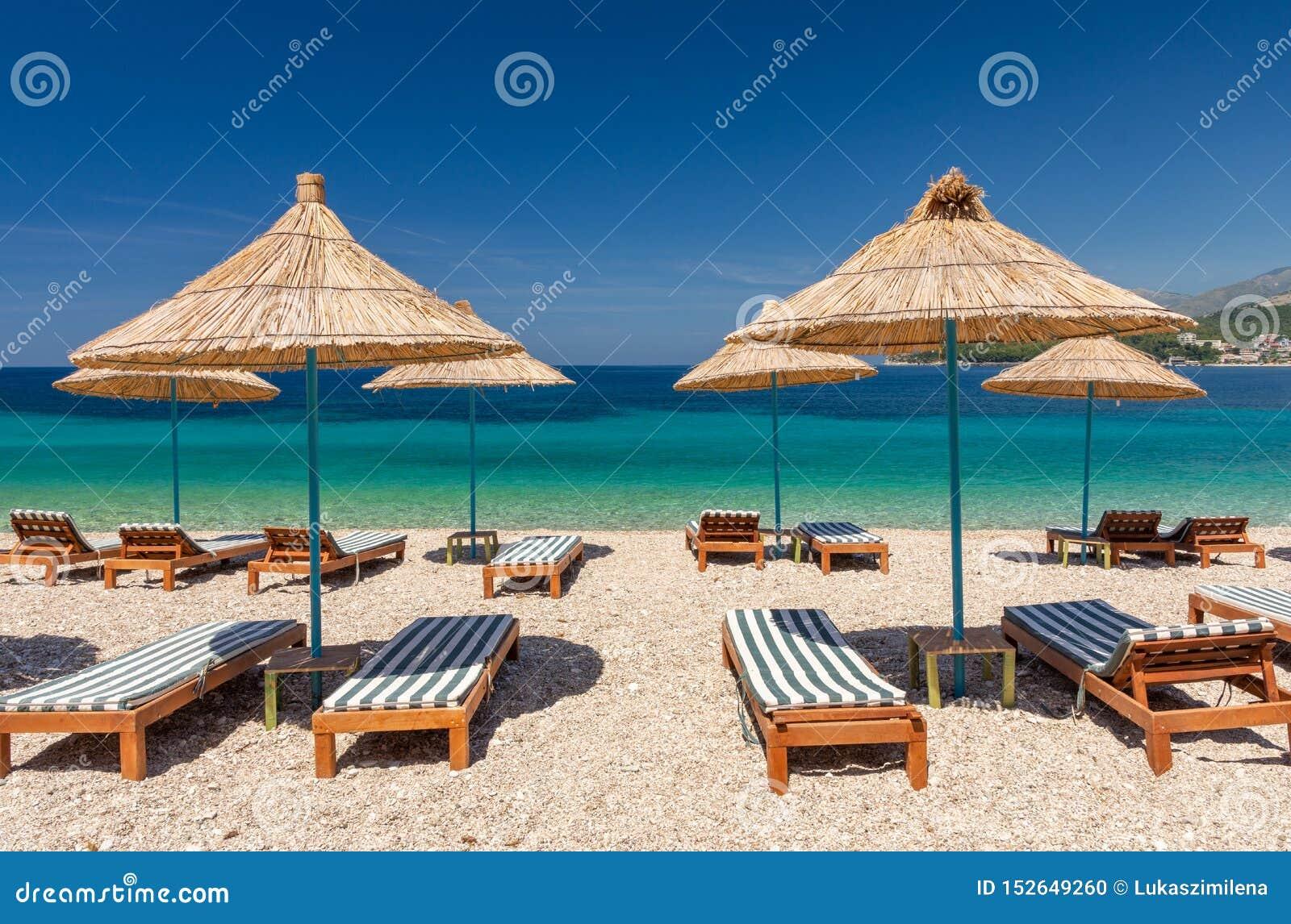 Paradise-Strand in Himare auf albanischem Riviera in Albanien