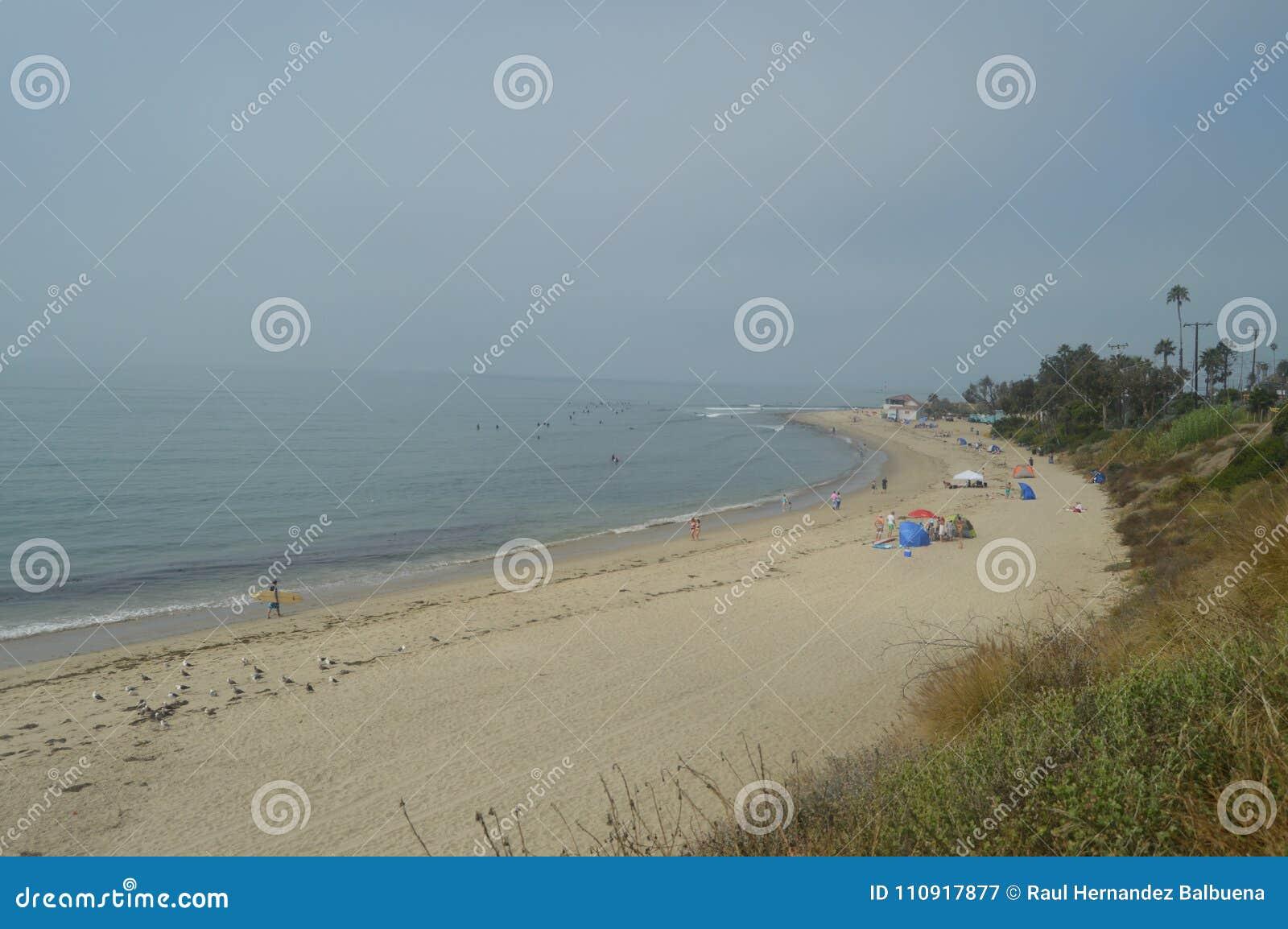Paradisiacal Malibu-Stranden op een Bewolkte Dag Het Landschap van de sportaard