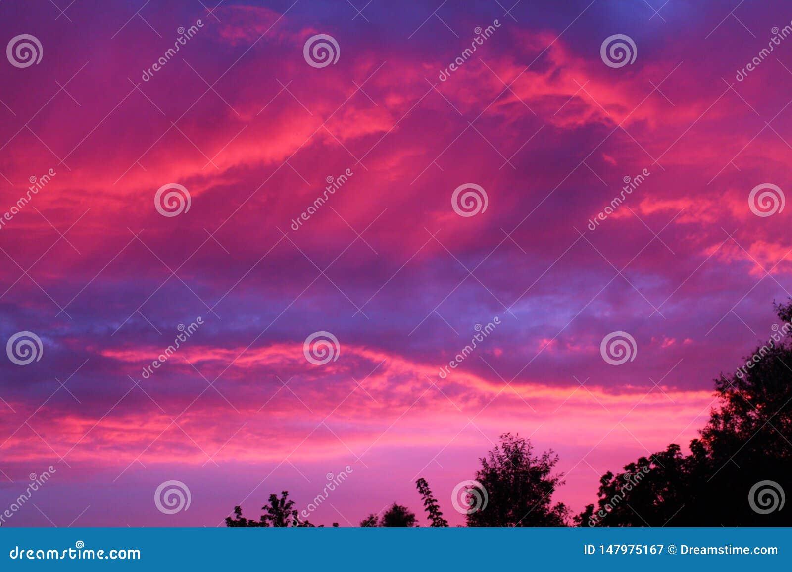 Paradiso di cielo di alba del lampone